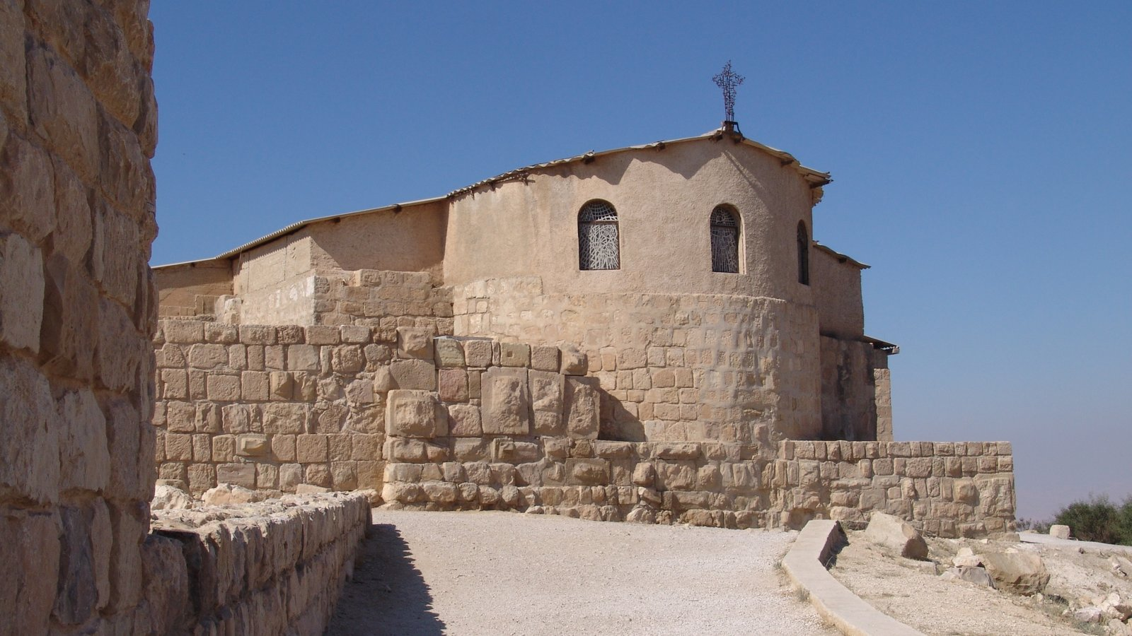 Mount Nebo which includes heritage architecture and a church or cathedral