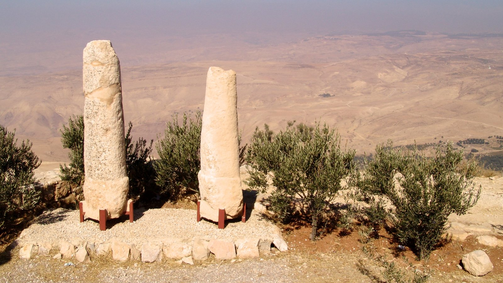 Mount Nebo which includes heritage elements and landscape views