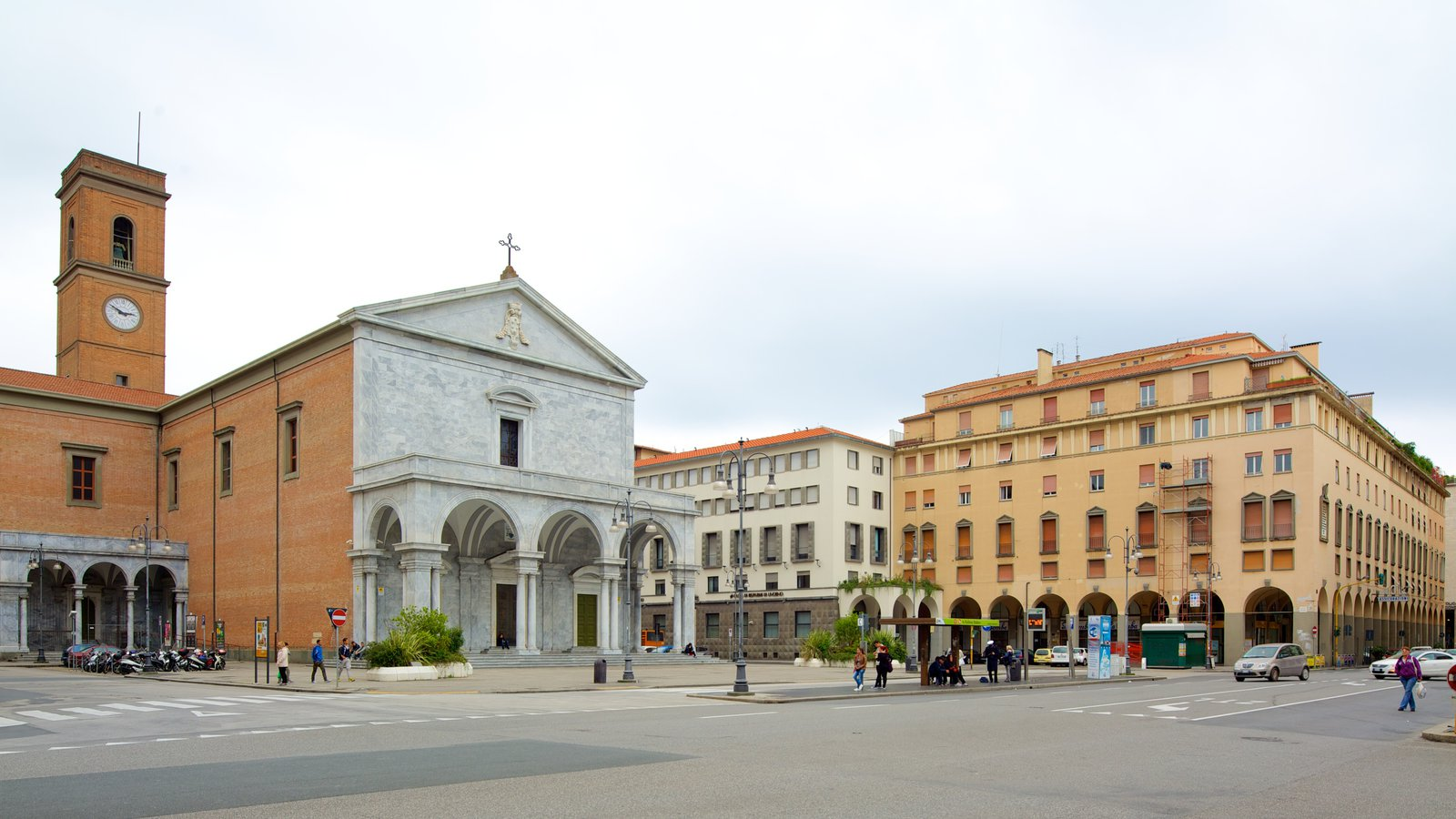 Palazzo Grande featuring heritage architecture, street scenes and a church or cathedral