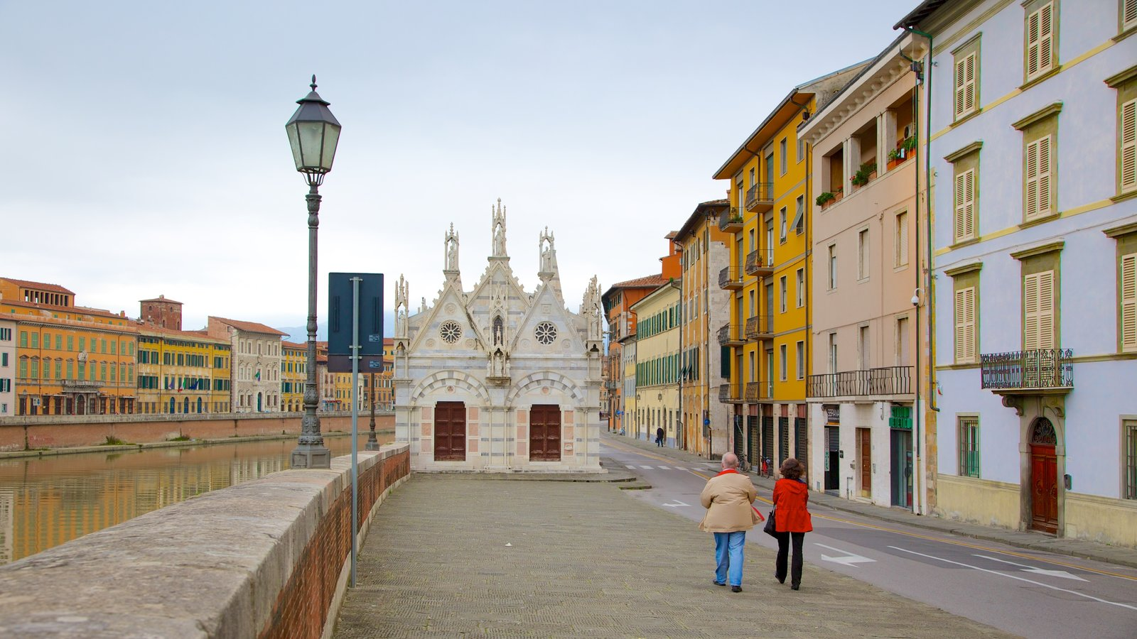 Santa Maria della Spina which includes a church or cathedral, a city and street scenes
