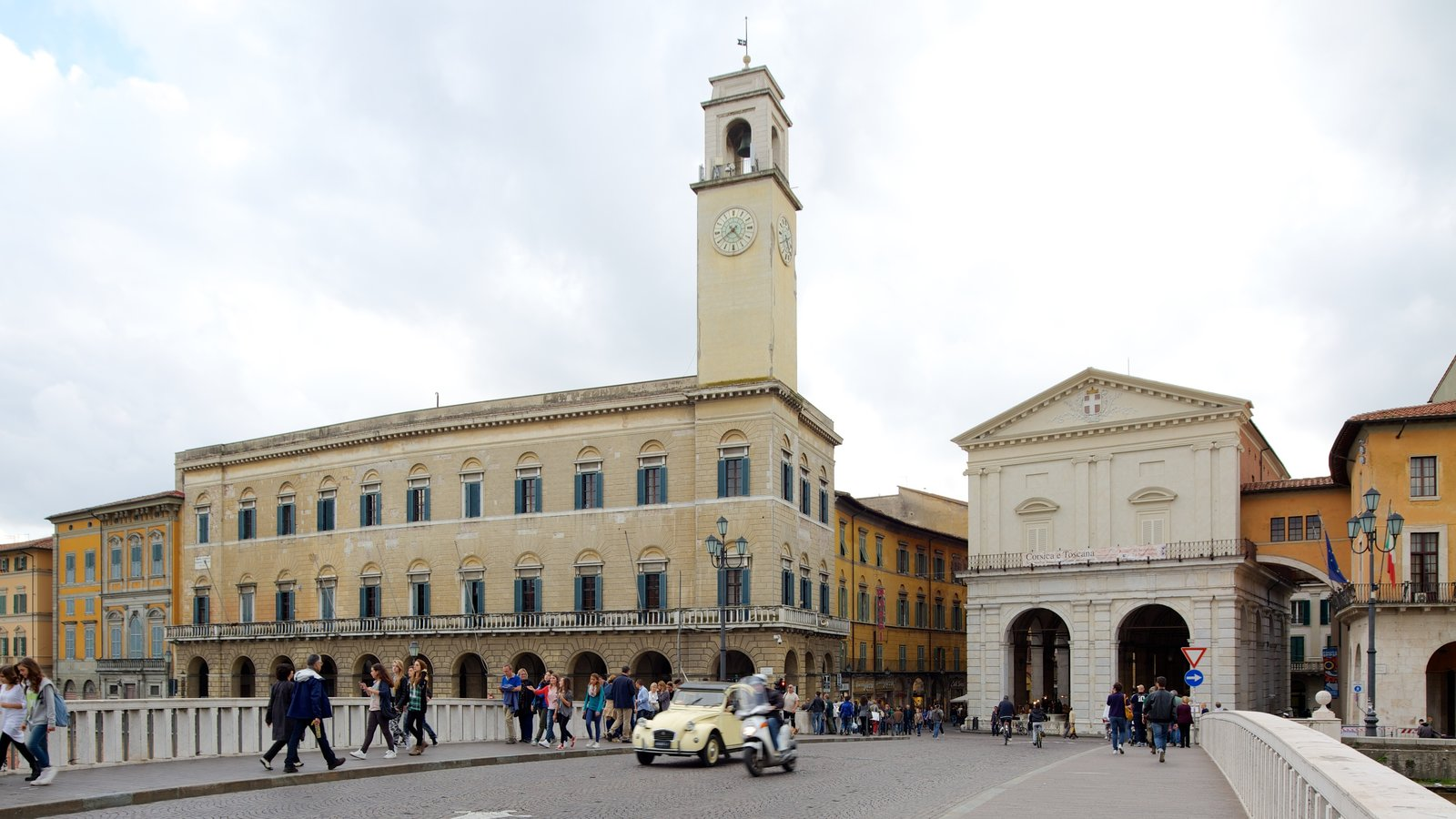 Palazzo Pretorio showing street scenes, heritage architecture and chateau or palace