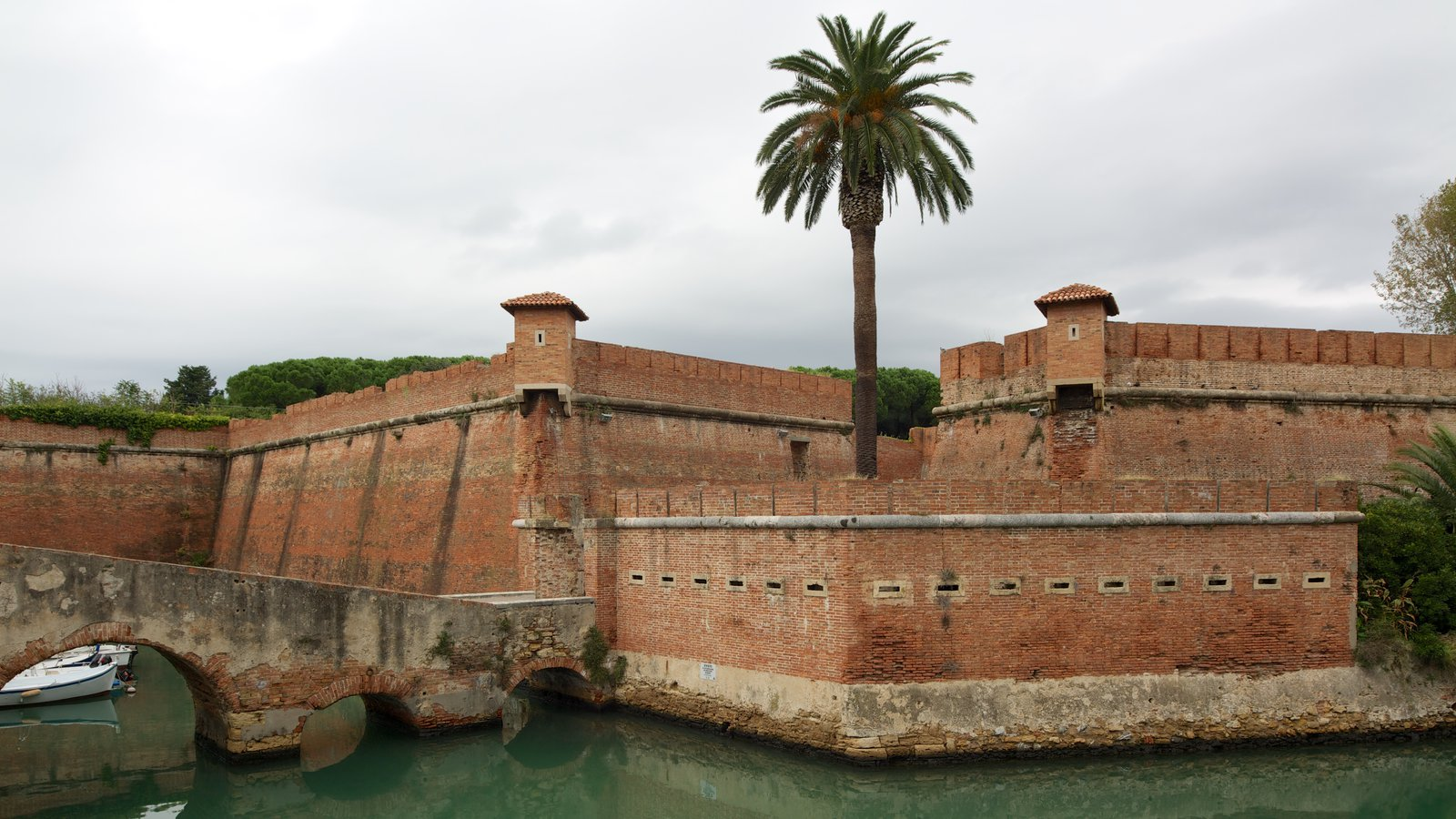 Fortezza Nuova featuring heritage architecture and a river or creek