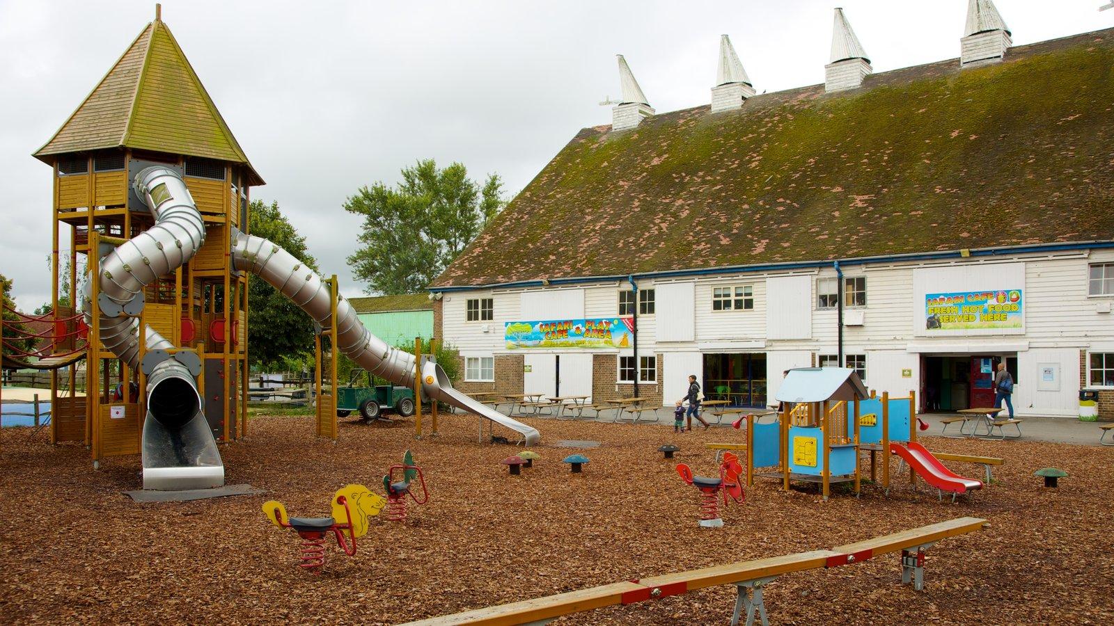 Parque familiar Hop Farm mostrando un parque infantil