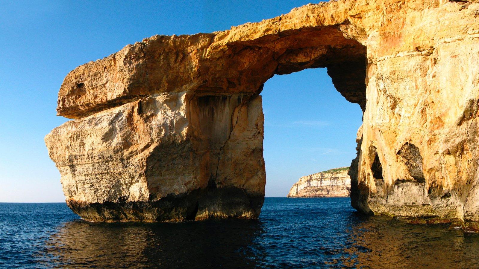 Gozo mostrando vistas de paisajes y costa rocosa