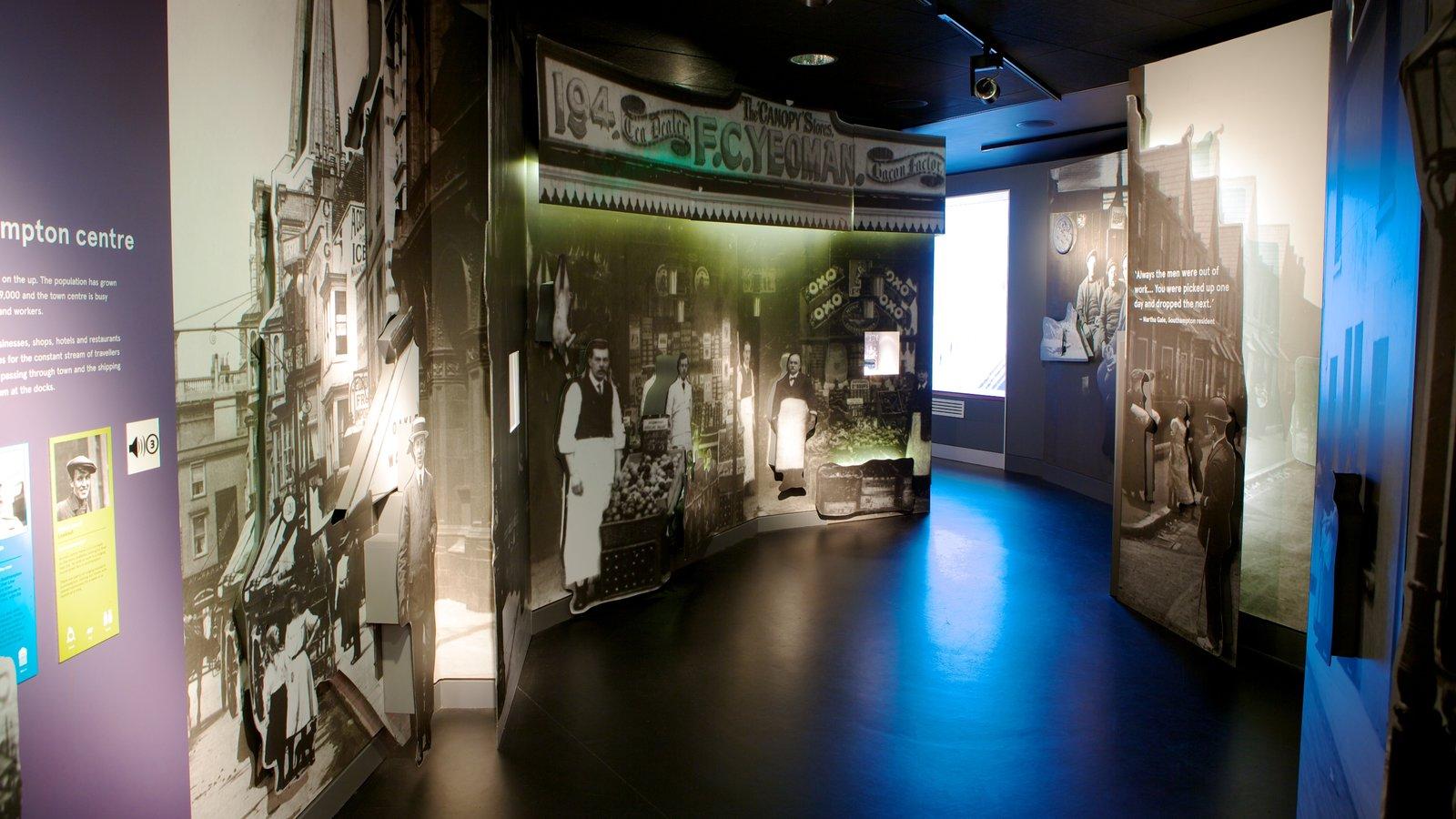 Museo SeaCity que incluye vistas interiores