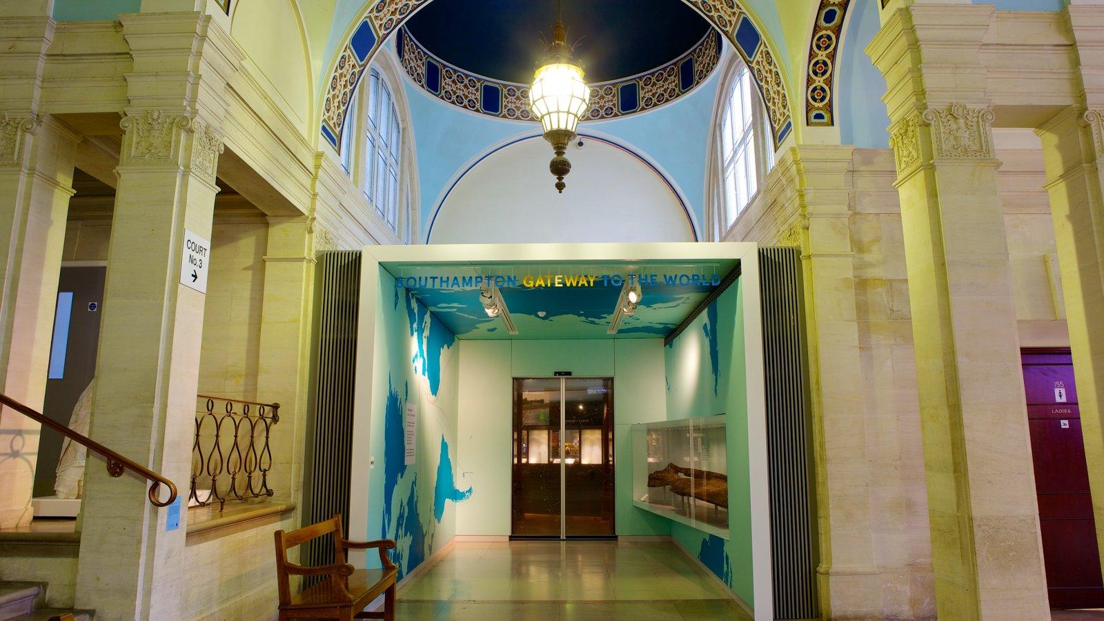 Museo SeaCity mostrando vistas interiores