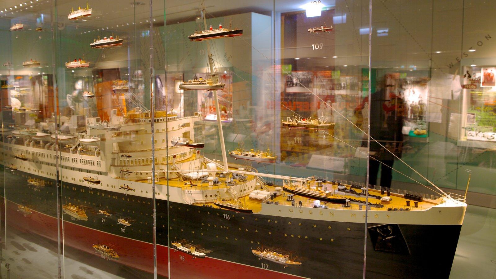 Museo SeaCity ofreciendo vistas interiores