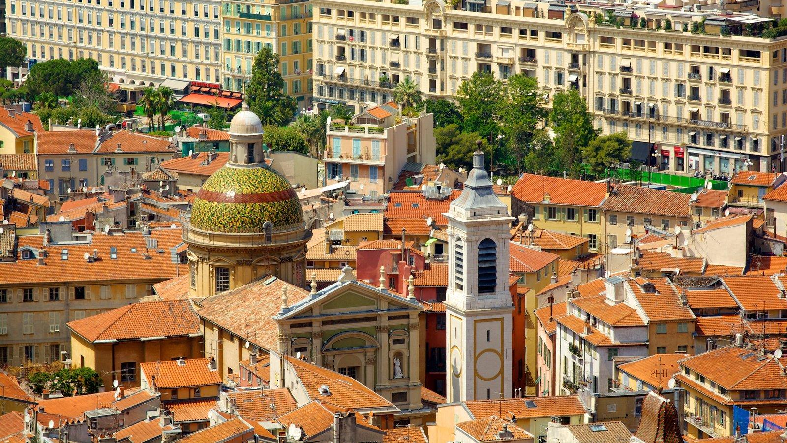 Castle Hill caracterizando uma cidade, arquitetura de patrimônio e uma igreja ou catedral