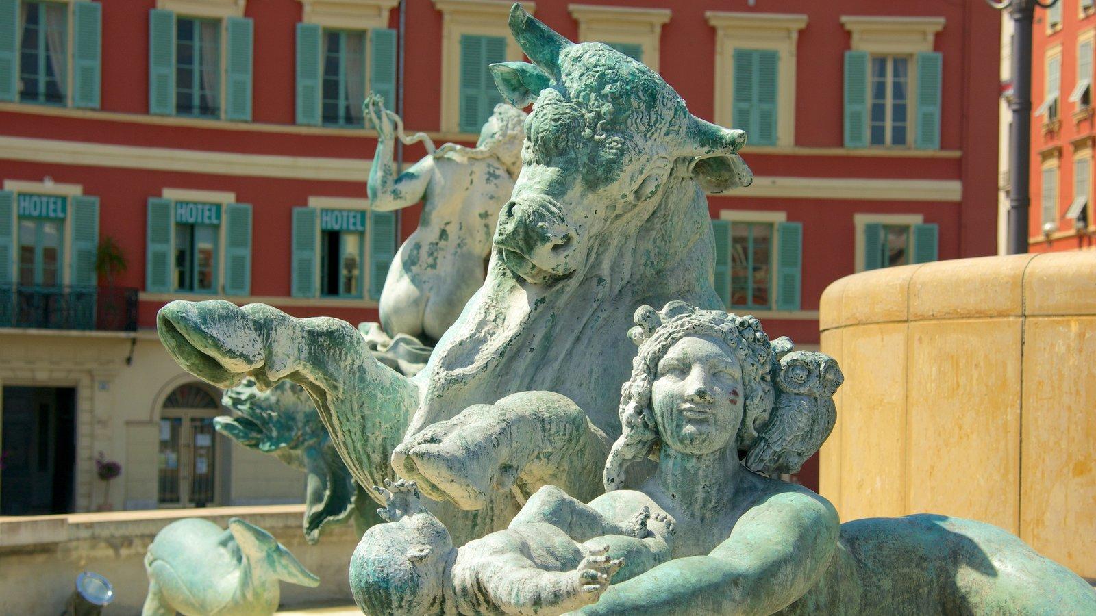 Place Massena mostrando uma estátua ou escultura