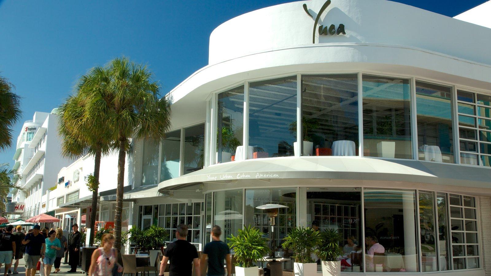 Lincoln Road Mall caracterizando uma cidade, cbd e arquitetura moderna