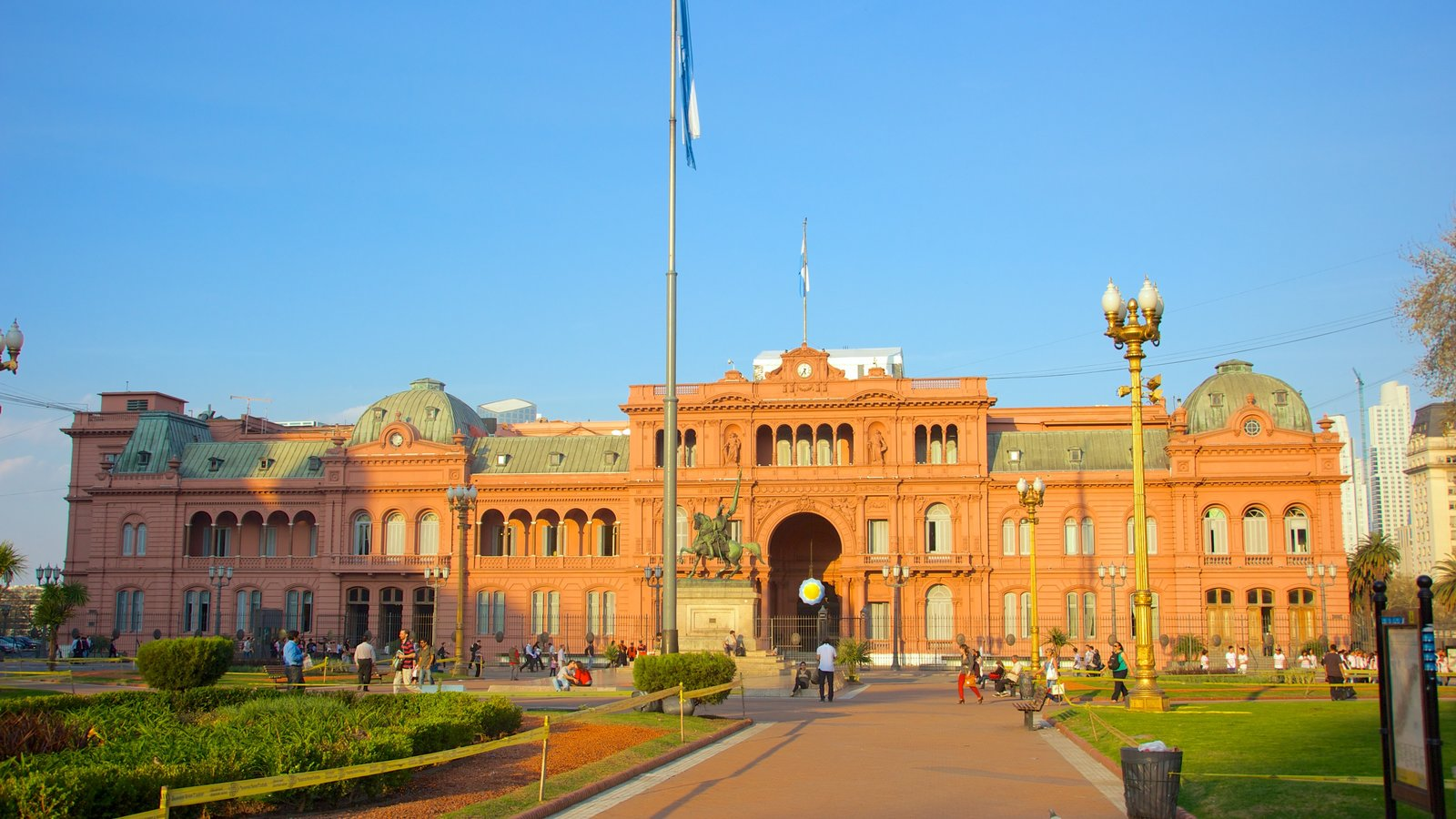 Casa Rosada que inclui arquitetura de patrimônio, uma praça ou plaza e elementos de patrimônio