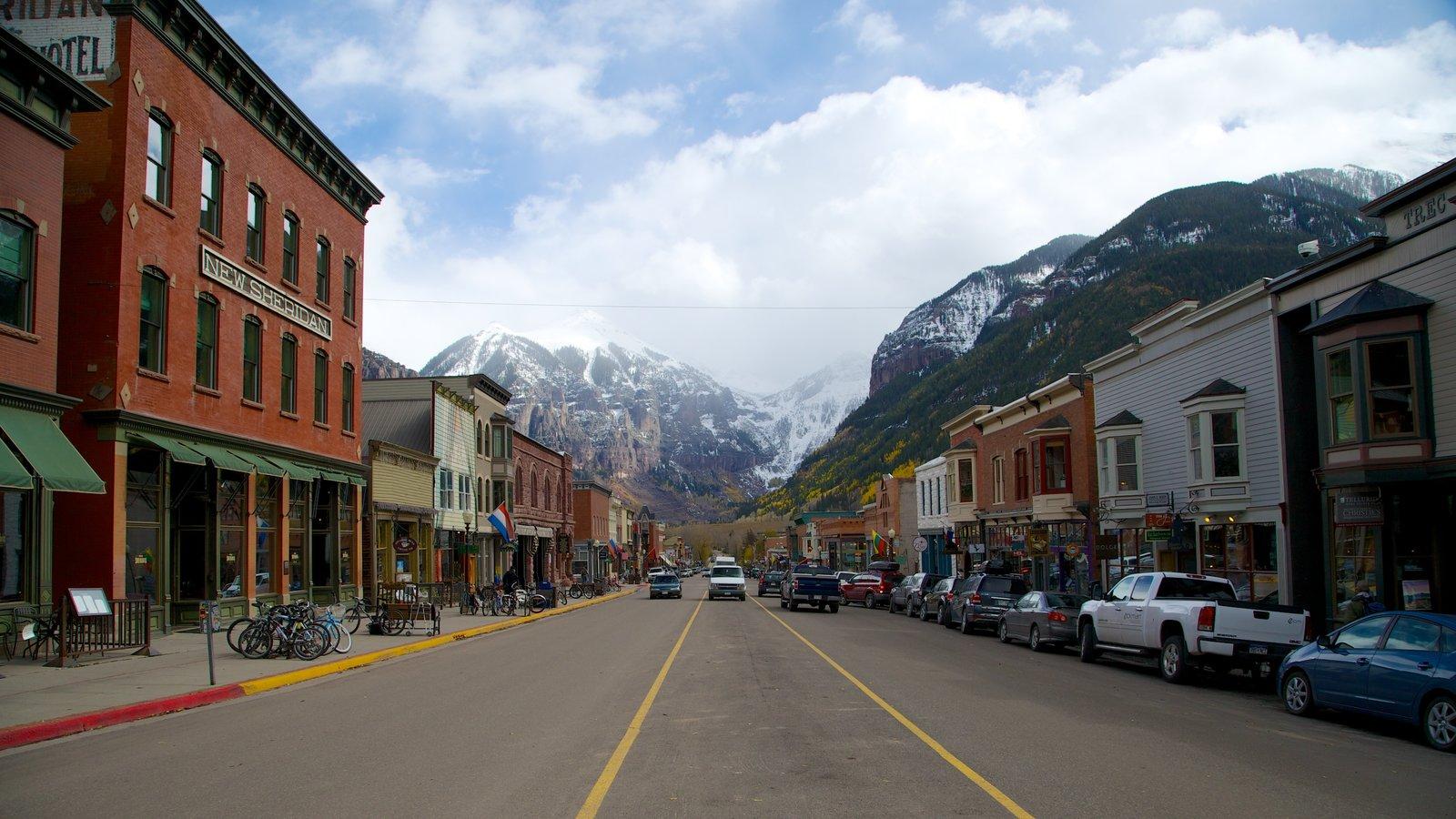 Telluride Ski Resort caracterizando cenas de rua, montanhas e uma cidade pequena ou vila