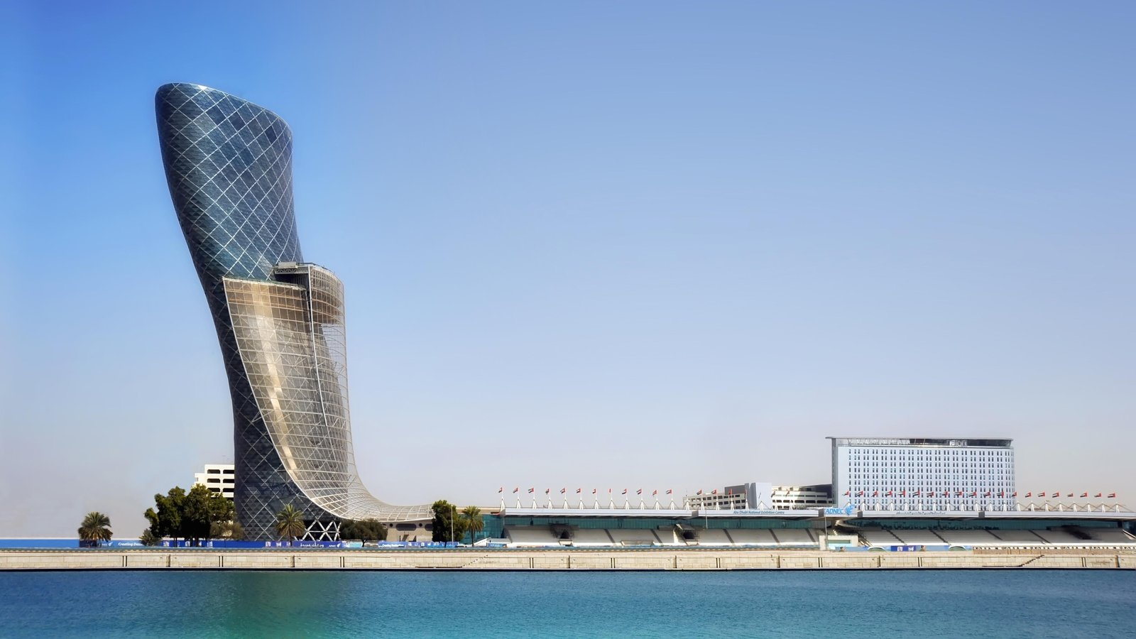 Isla de Yas ofreciendo arquitectura moderna