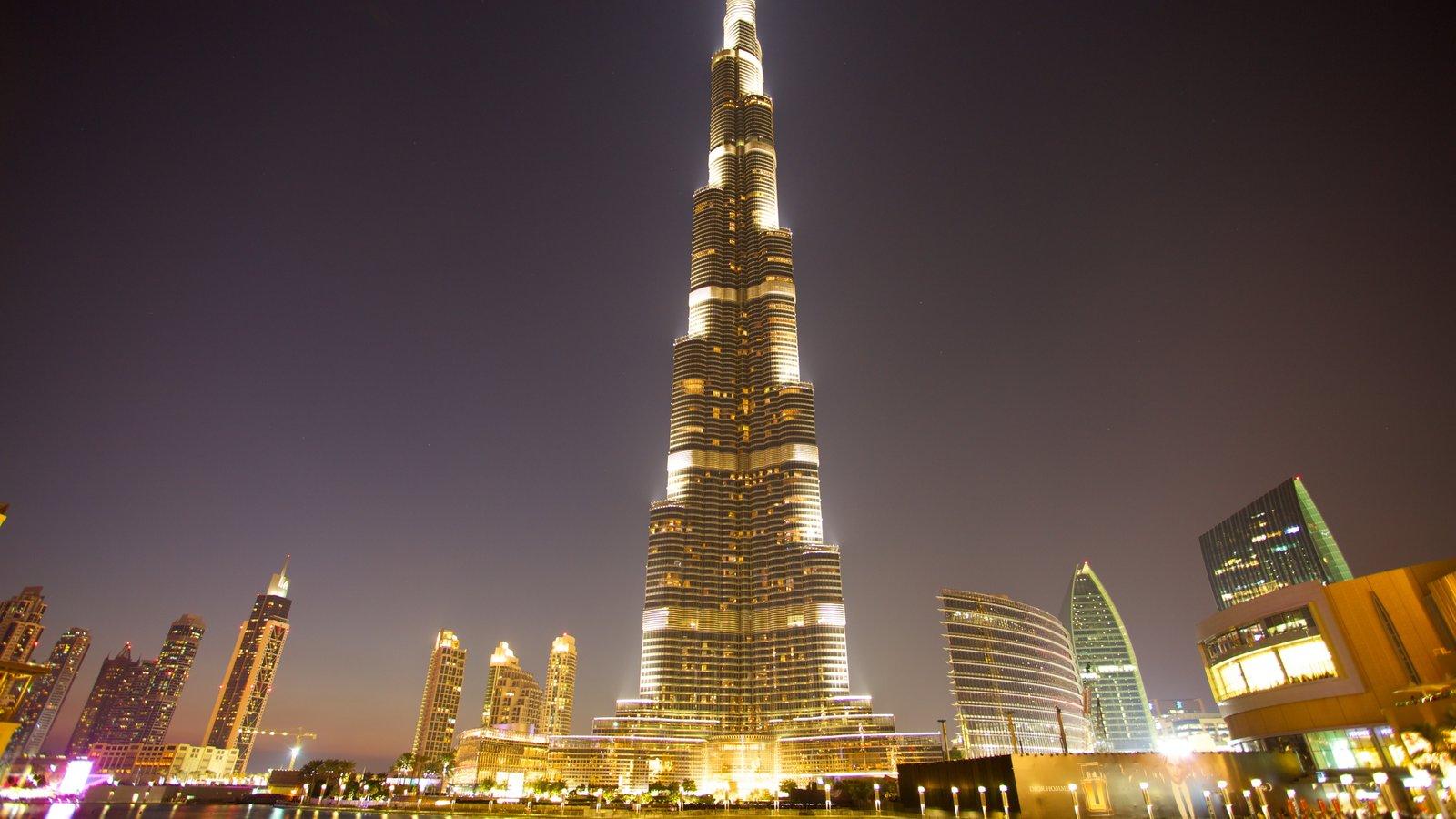 Burj Khalifa mostrando un edificio de gran altura, arquitectura moderna y distrito financiero central