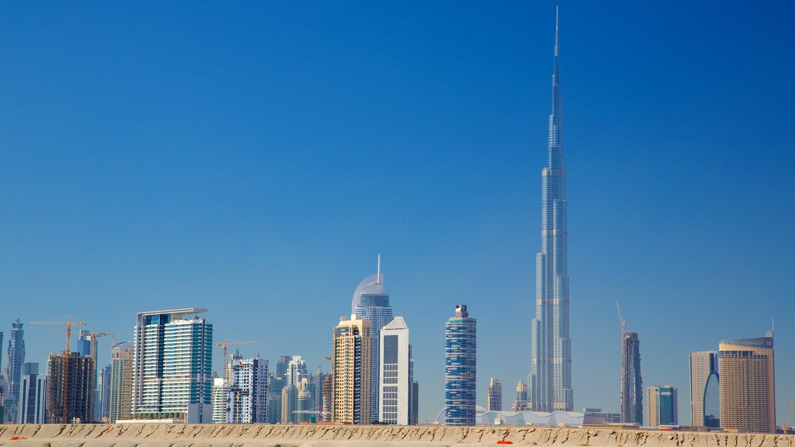 Burj Khalifa ofreciendo distrito financiero central, un edificio de gran altura y arquitectura moderna