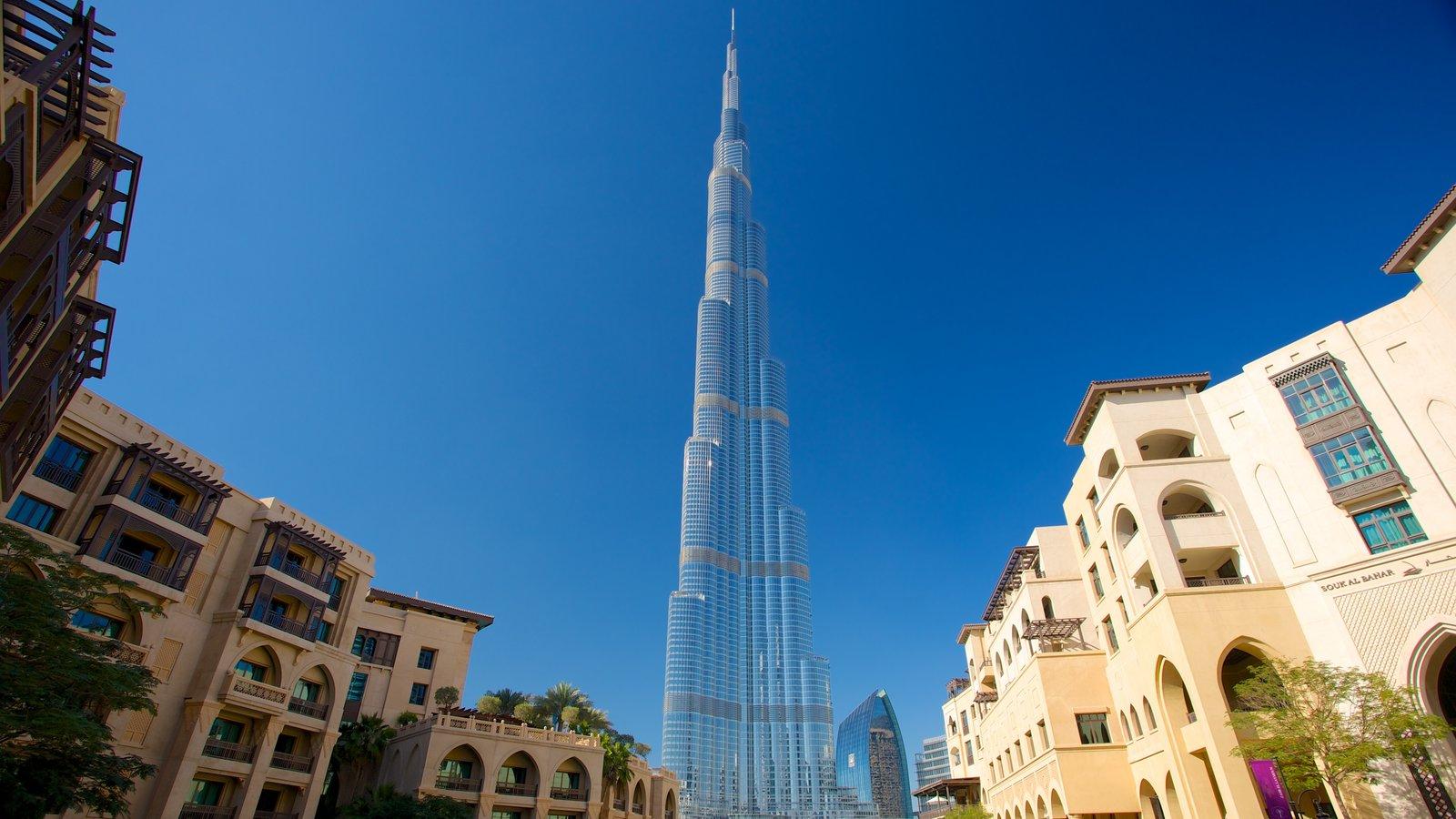 Burj Khalifa mostrando horizonte, arquitectura moderna y una ciudad