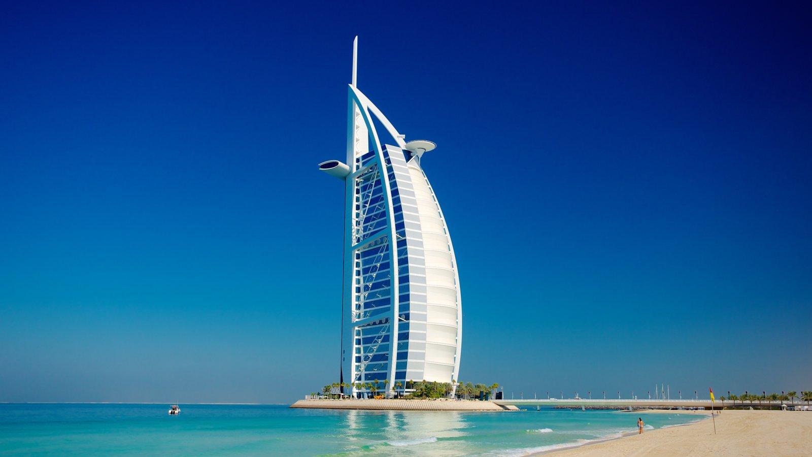 Souk Madinat Jumeirah mostrando horizonte, un edificio de gran altura y arquitectura moderna