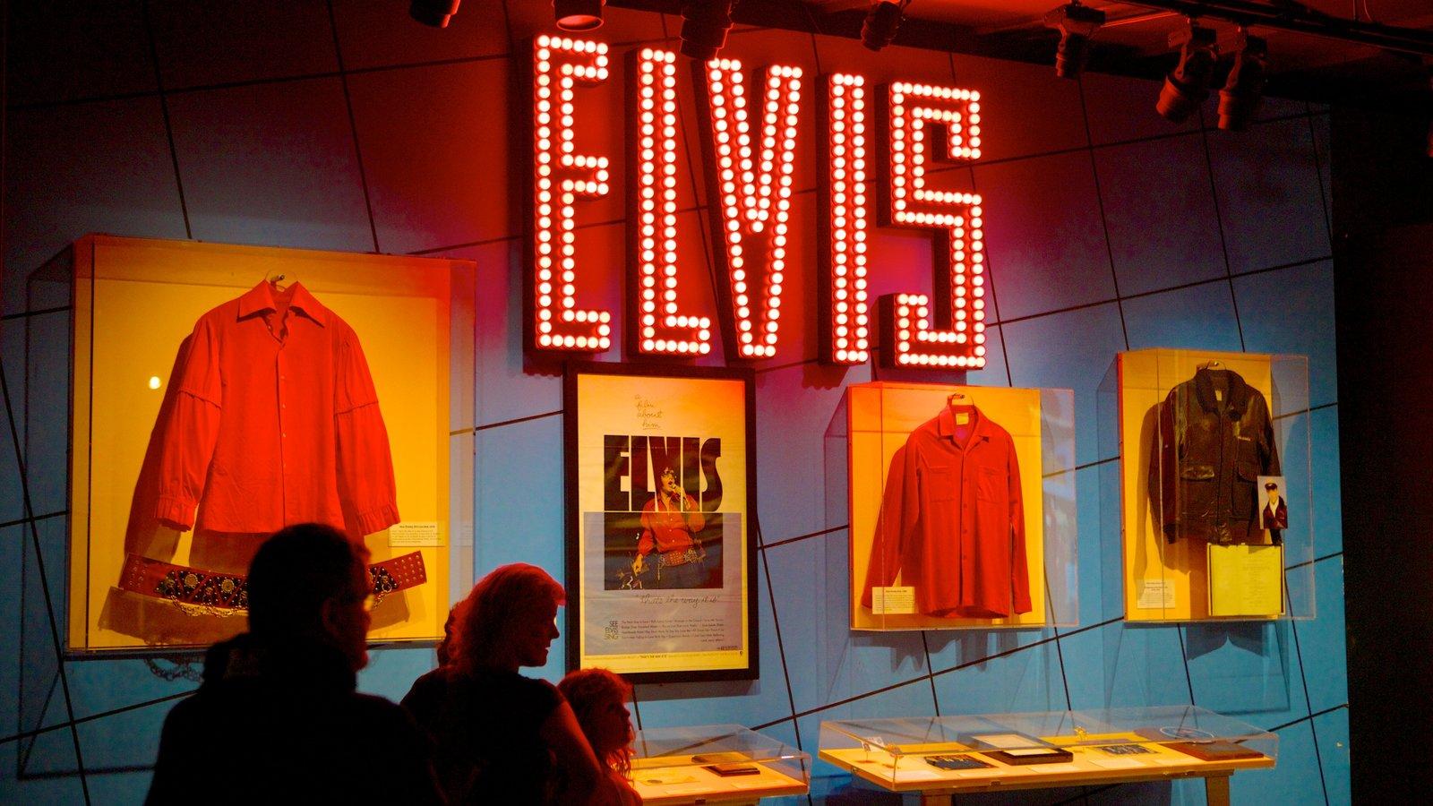 Rock and Roll Hall of Fame and Museum que inclui música, vistas internas e sinalização