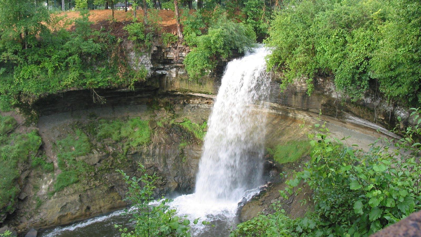 Minnehaha Park caracterizando um jardim e uma cachoeira