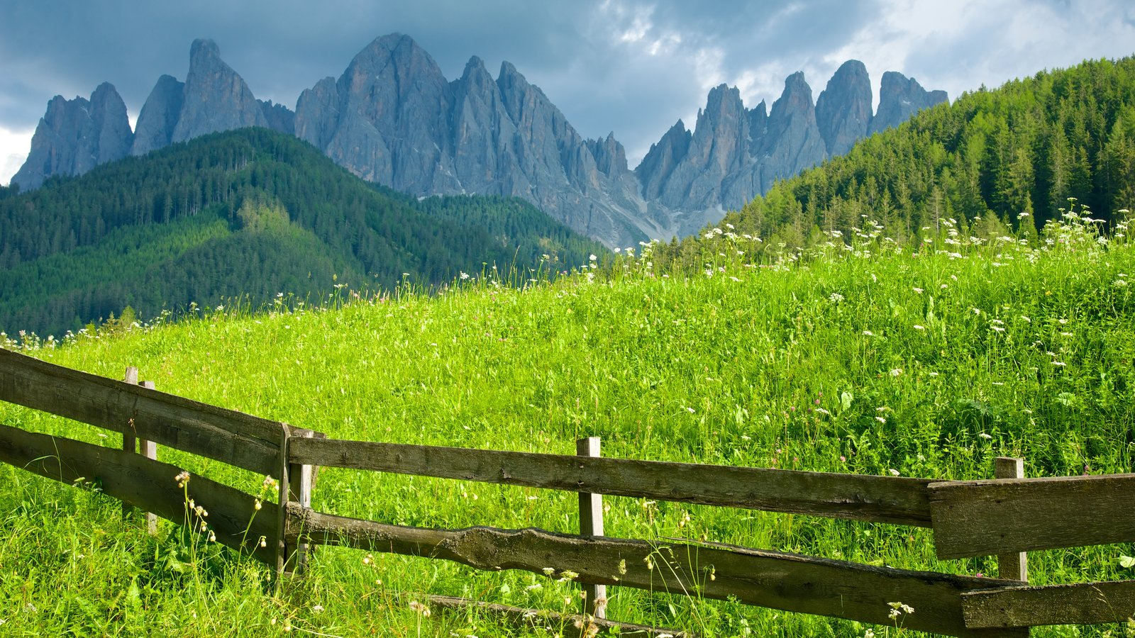 Funes mostrando montañas, escenas tranquilas y vistas de paisajes