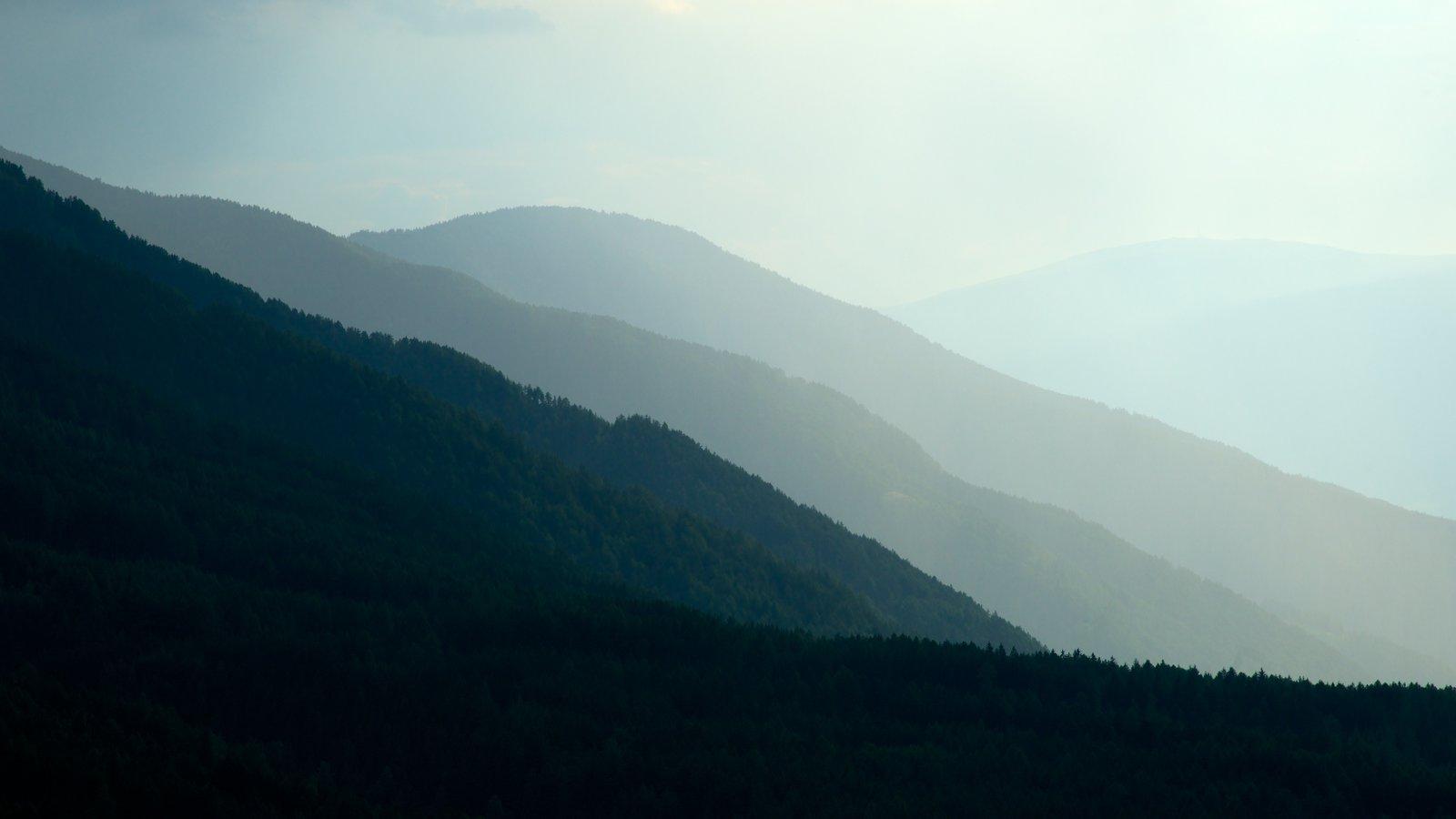 Funes mostrando escenas tranquilas, montañas y vistas de paisajes