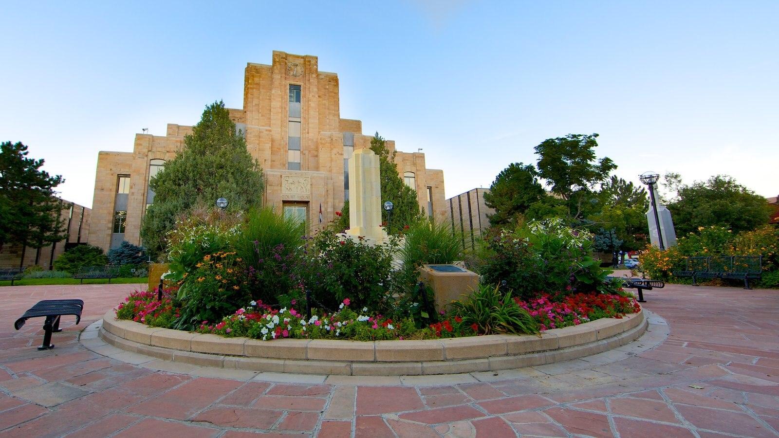 Boulder que inclui flores, um parque e arquitetura de patrimônio