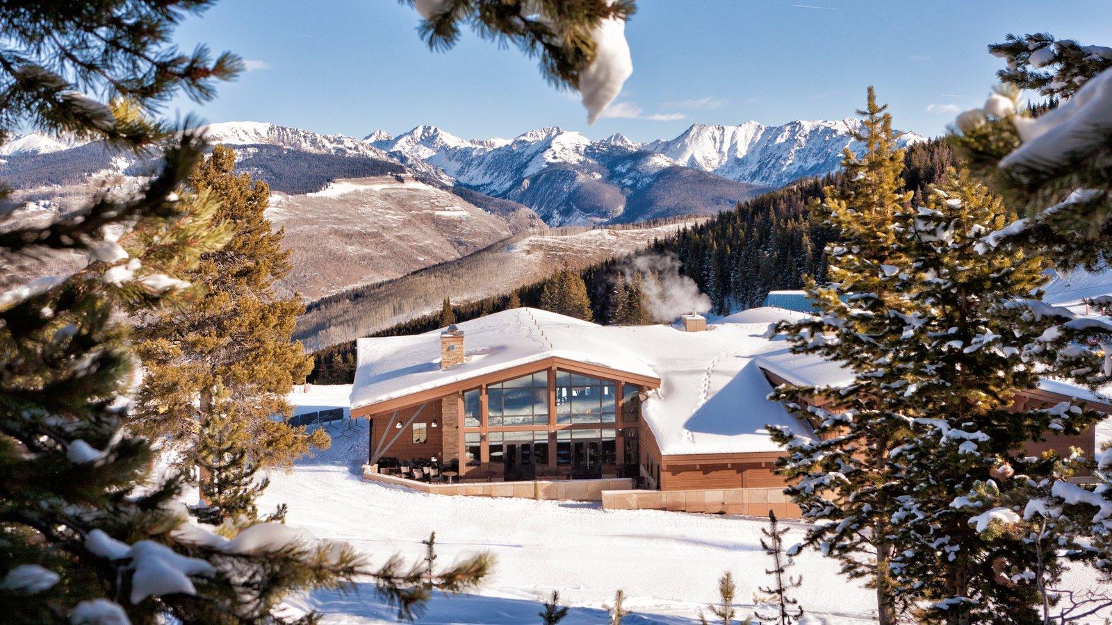 Vail - Beaver Creek que inclui neve, um hotel de luxo ou resort e montanhas