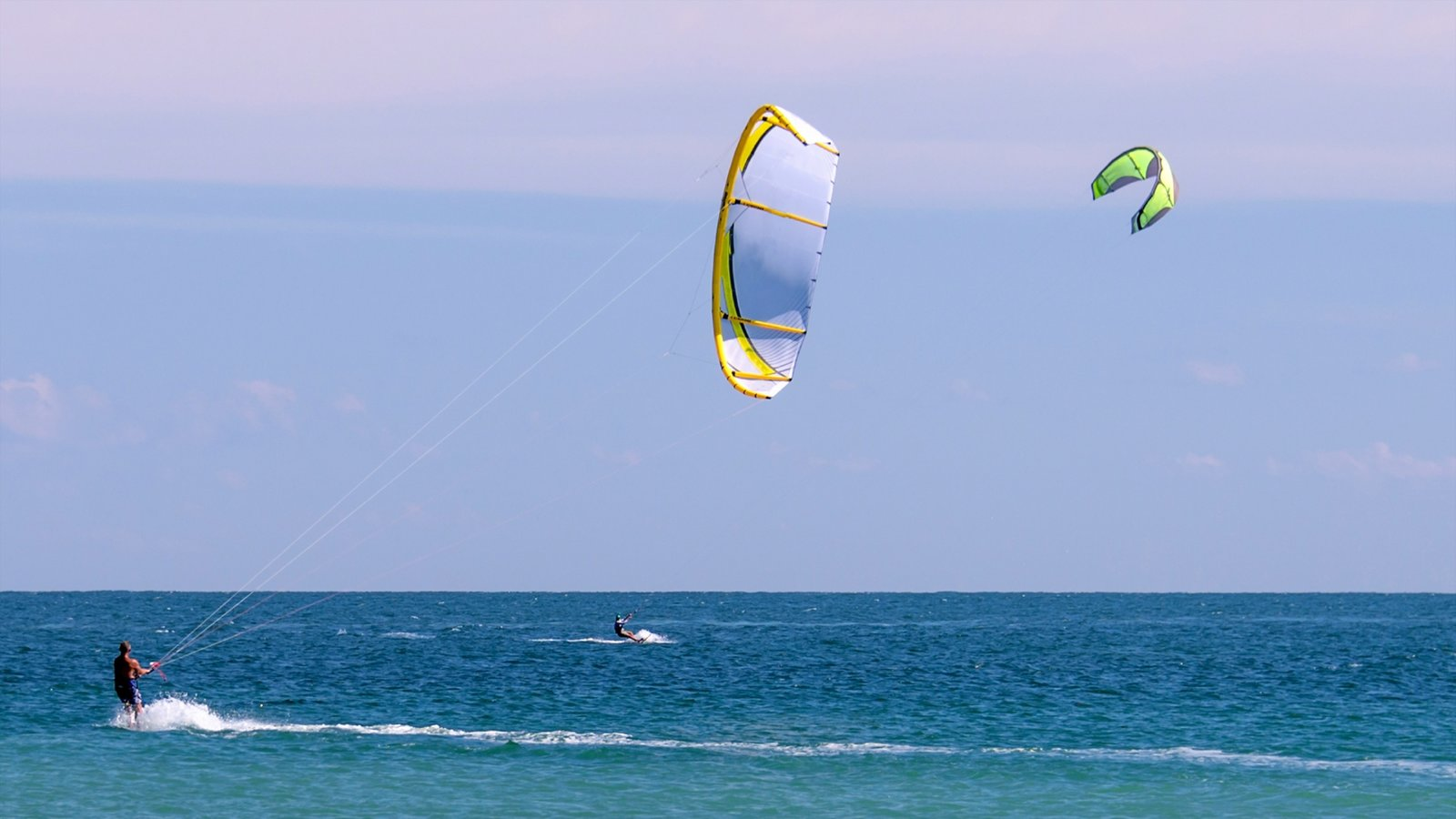 Vero Beach showing waves and kite surfing