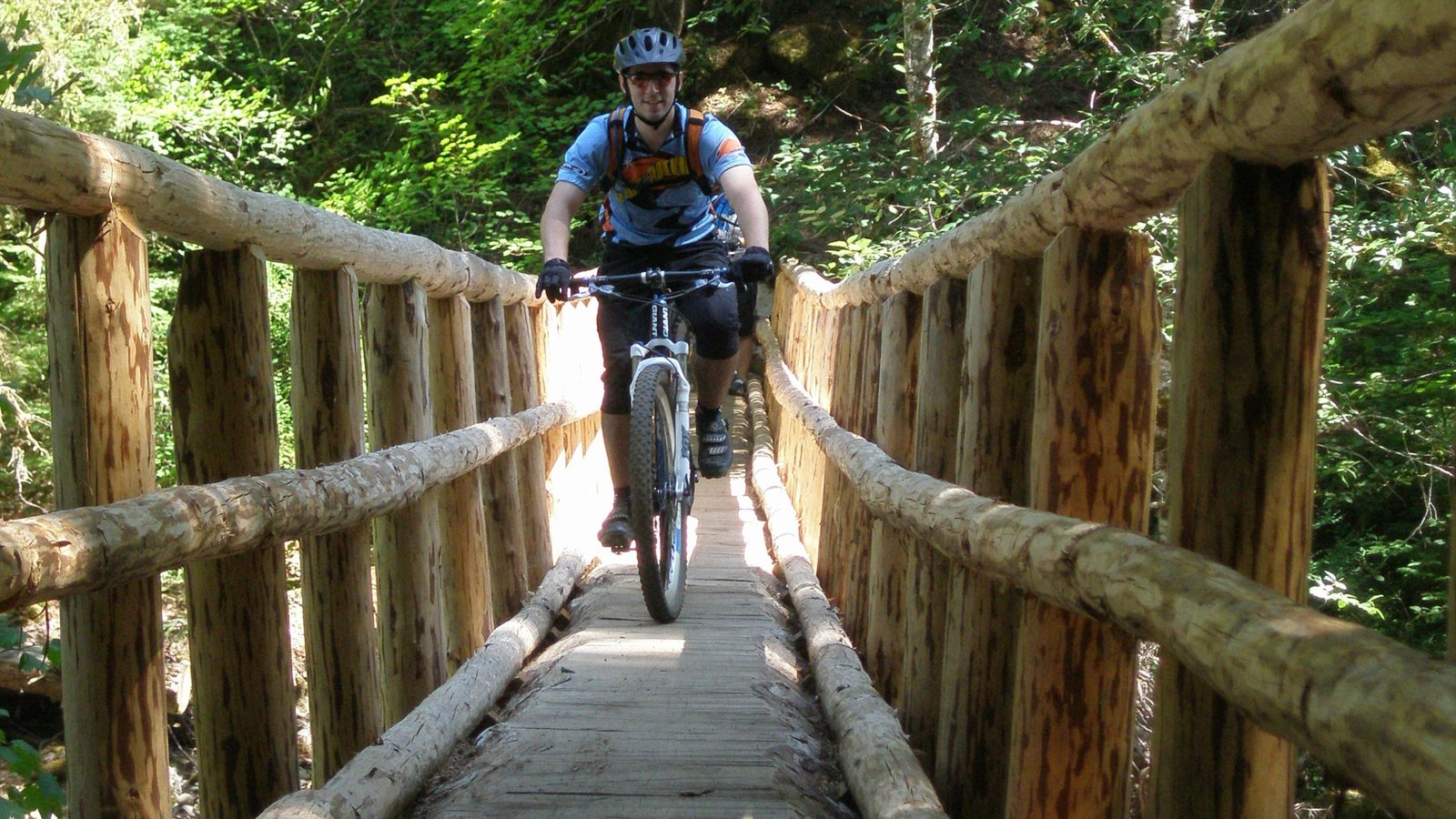 Eugene ofreciendo un parque, ciclismo y un puente