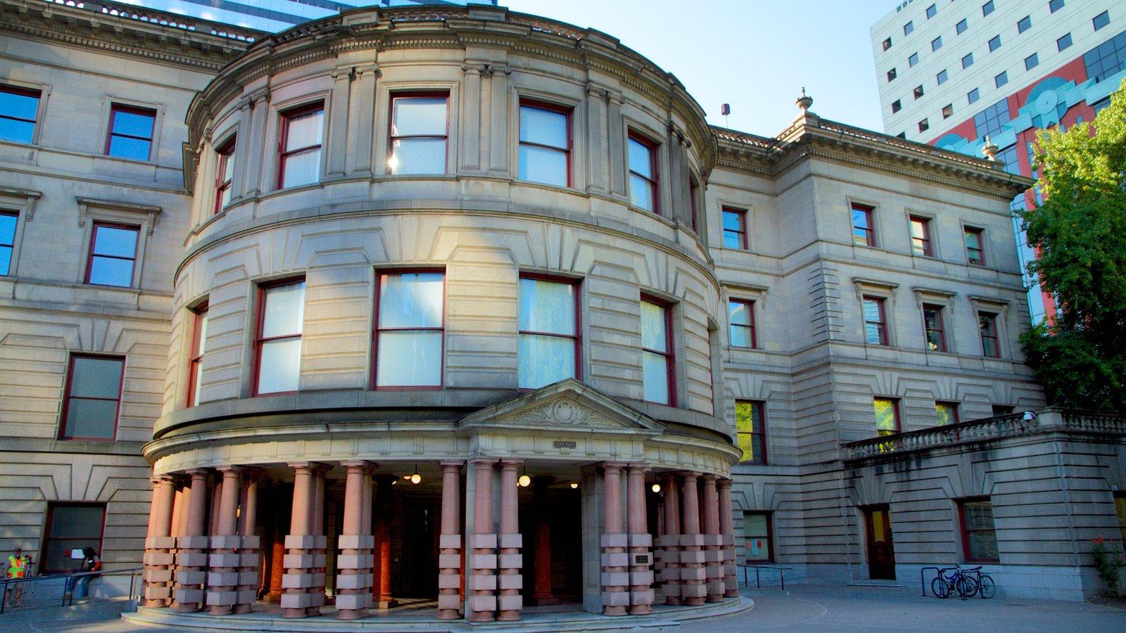 Portland City Hall que incluye patrimonio de arquitectura y un edificio administrativo