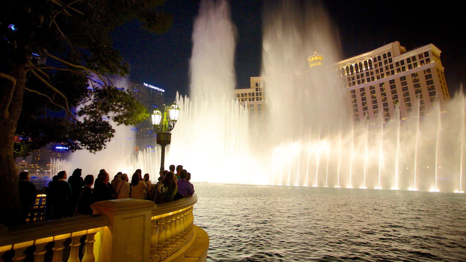 Las Vegas mostrando un hotel, un casino y escenas nocturnas