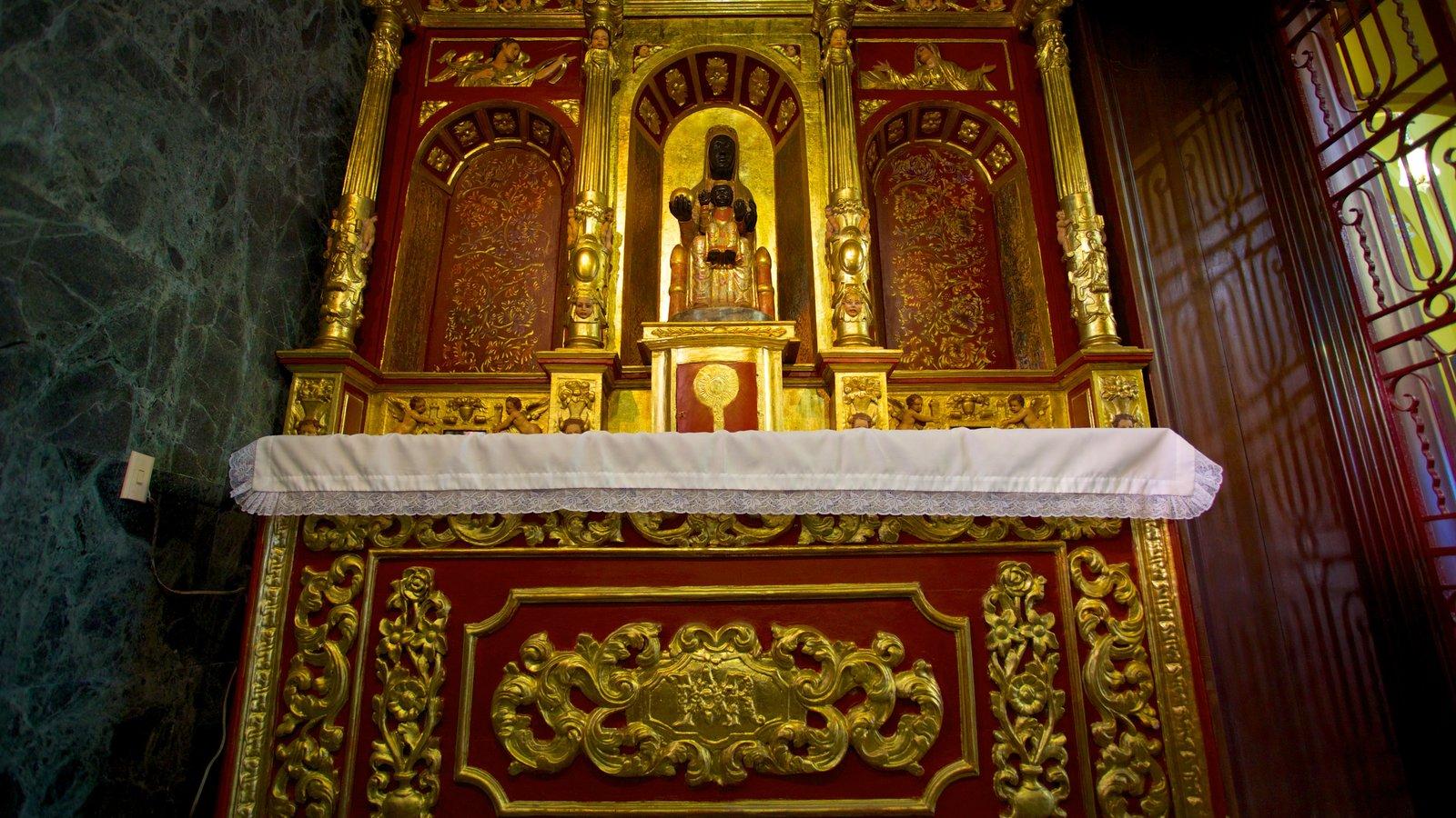 Monserrate que inclui vistas internas, elementos religiosos e uma igreja ou catedral