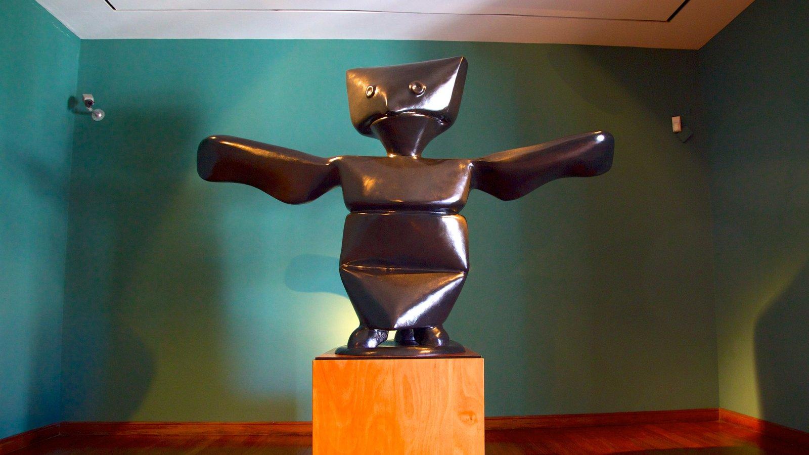 Museo Botero mostrando uma estátua ou escultura e vistas internas