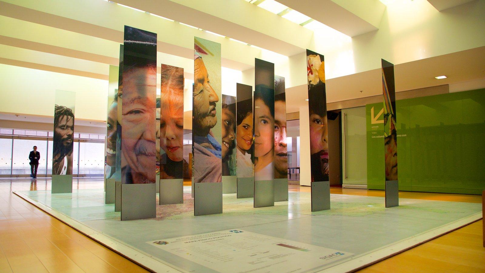 Museo del Oro caracterizando vistas internas e arte