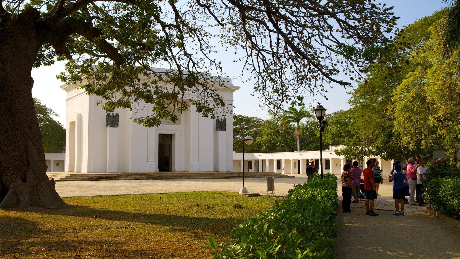 Quinta de San Pedro Alejandrino que inclui um memorial assim como um pequeno grupo de pessoas