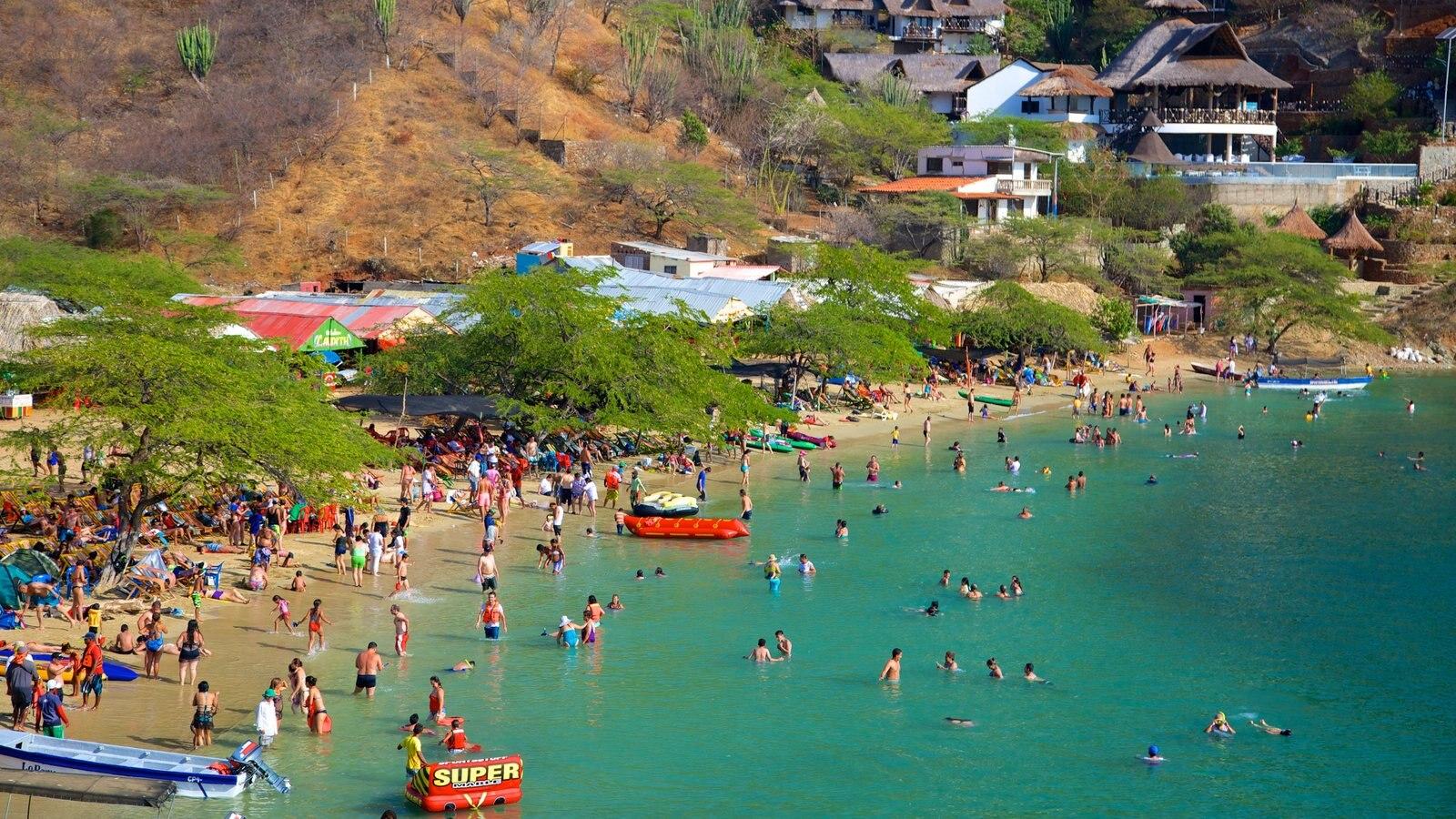 Praia Taganga que inclui uma cidade litorânea, natação e uma praia de areia