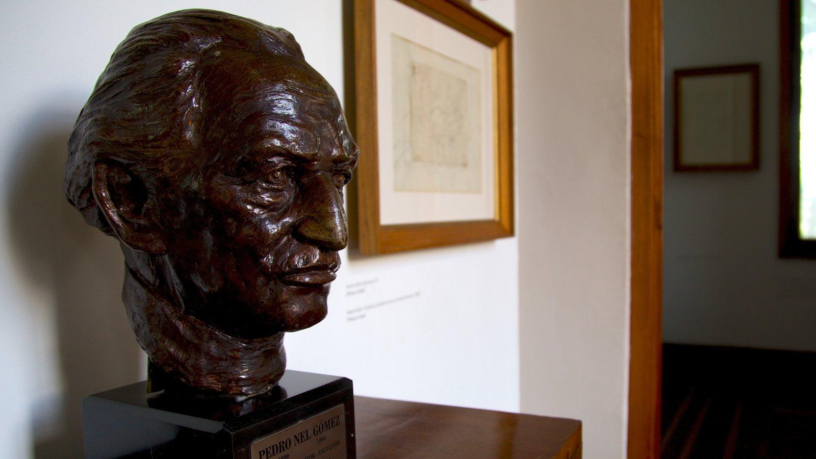 Fundación Casa Museo Maestro Pedro Nel Gómez que inclui uma estátua ou escultura e vistas internas