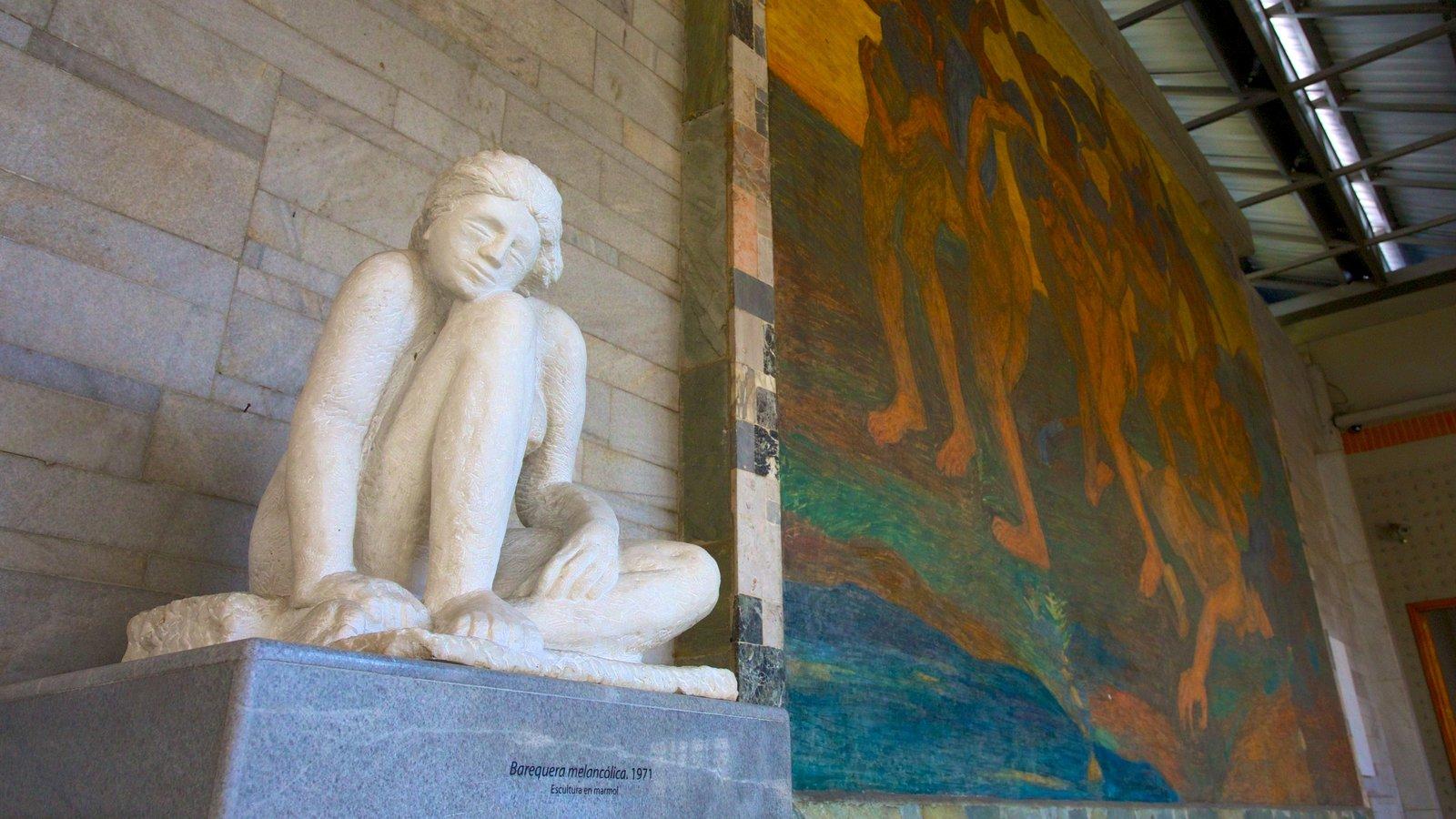 Fundación Casa Museo Maestro Pedro Nel Gómez que inclui uma estátua ou escultura, arte e vistas internas