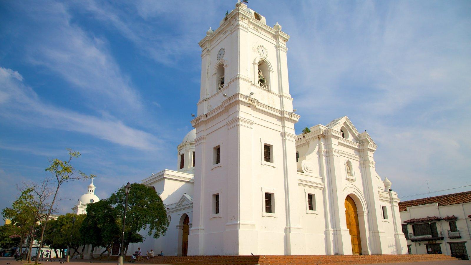 Catedral Santa Marta mostrando elementos de patrimônio e uma igreja ou catedral