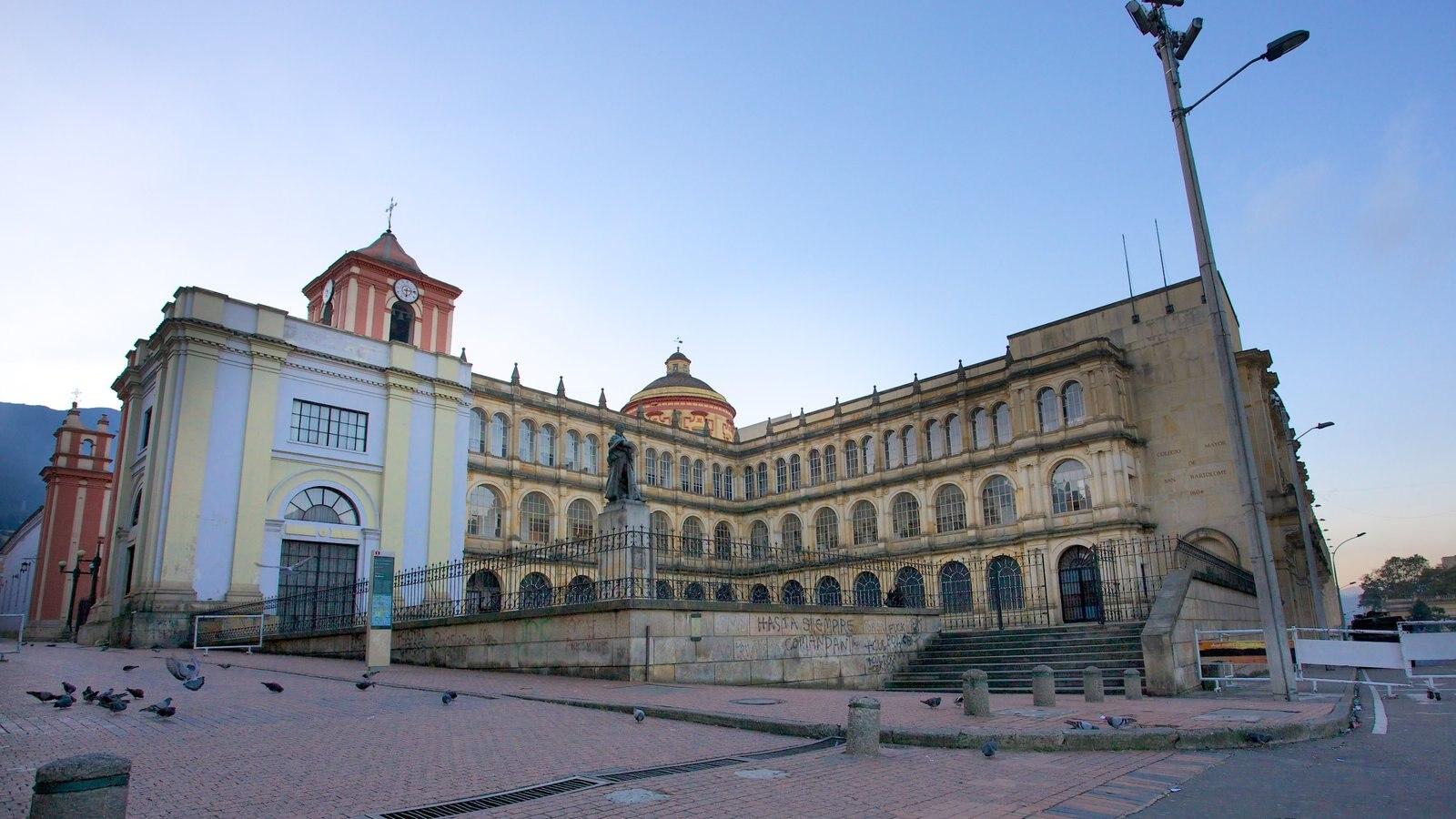 Catedral Primada mostrando uma igreja ou catedral, uma cidade e arquitetura de patrimônio