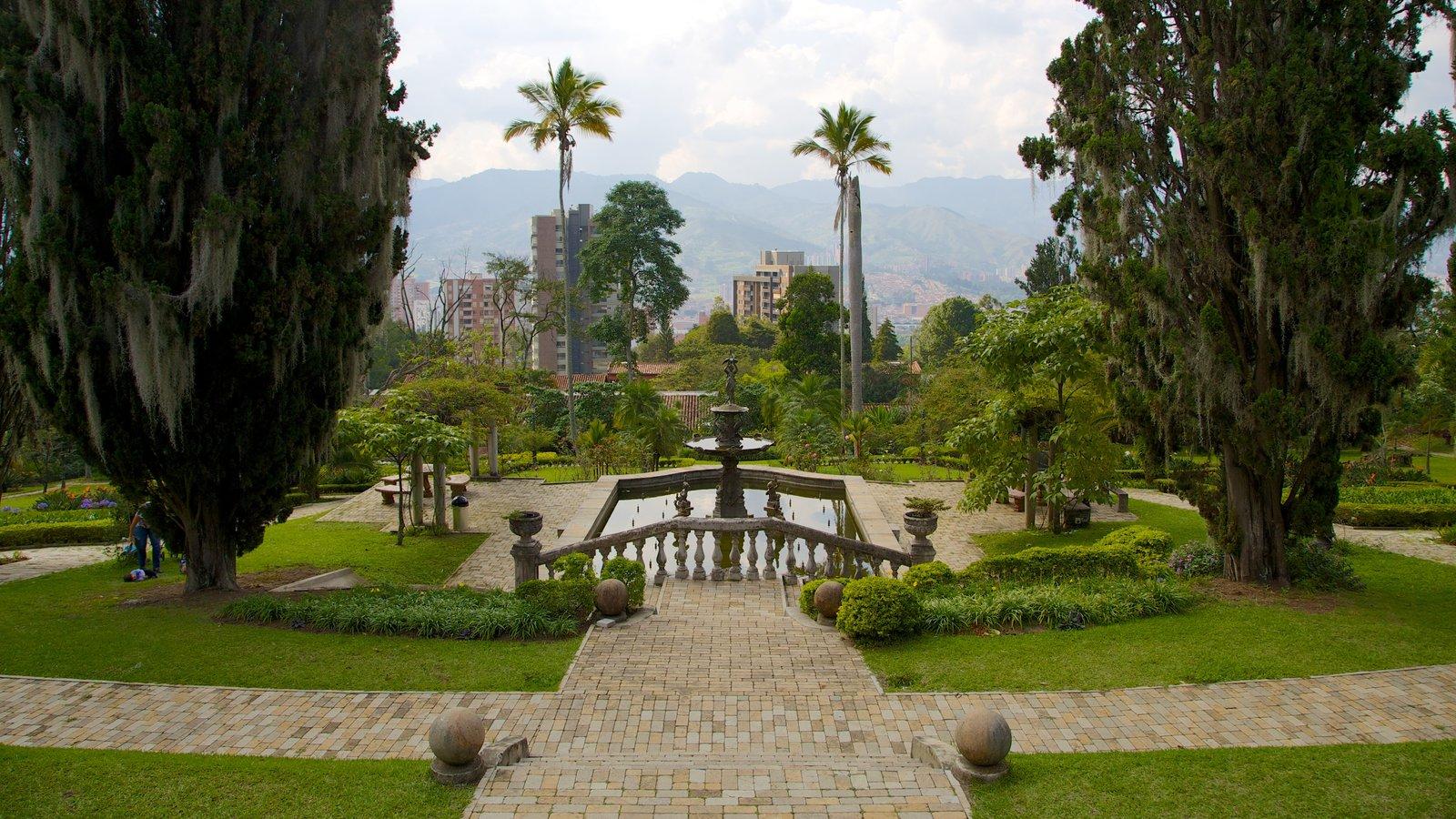Museo El Castillo que inclui um jardim, uma fonte e um castelo