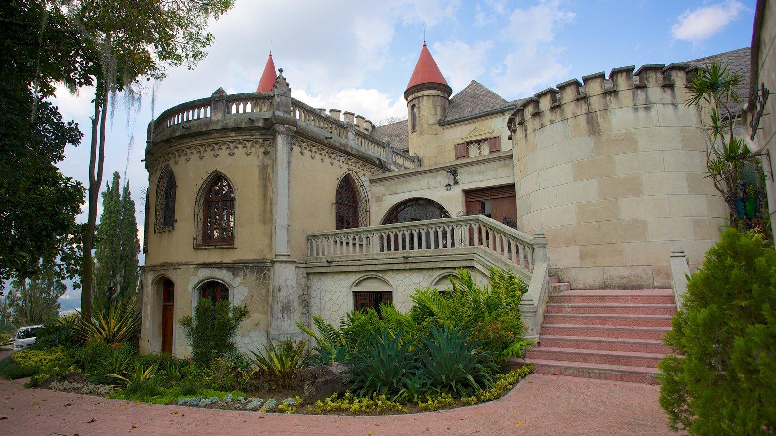 Museo El Castillo que inclui um pequeno castelo ou palácio e arquitetura de patrimônio