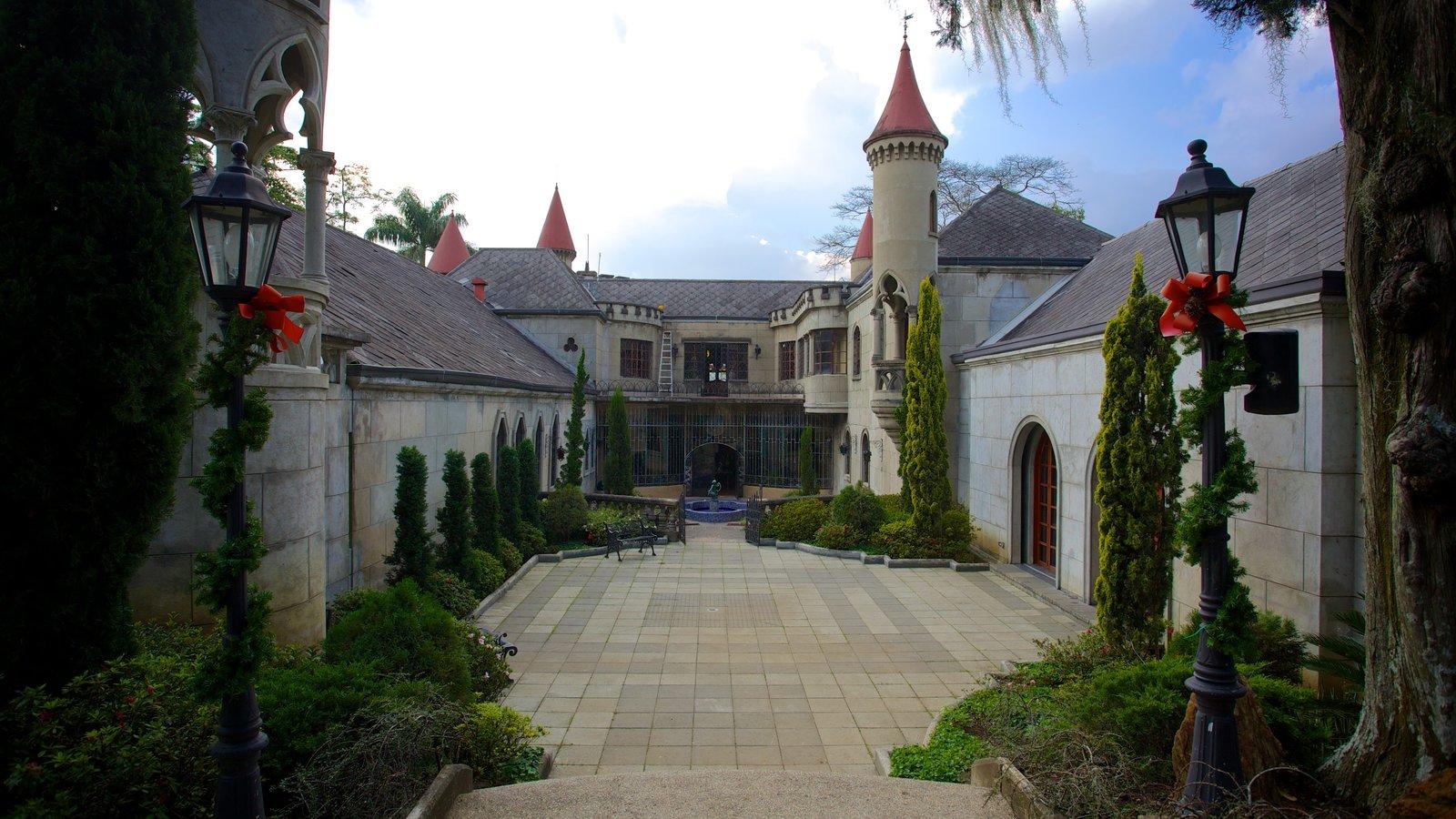 Museo El Castillo que inclui um castelo
