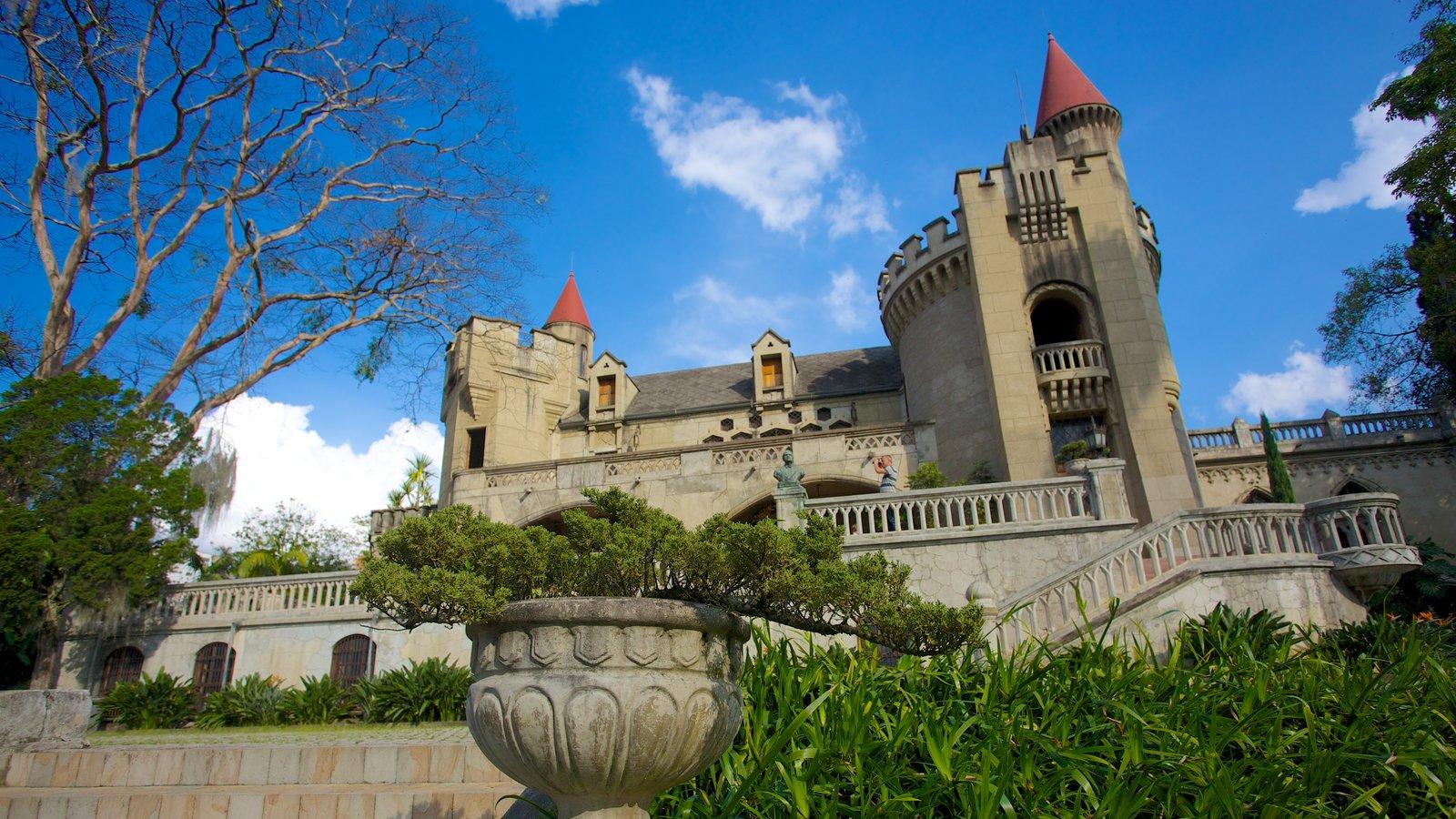 Museo El Castillo mostrando arquitetura de patrimônio e um pequeno castelo ou palácio