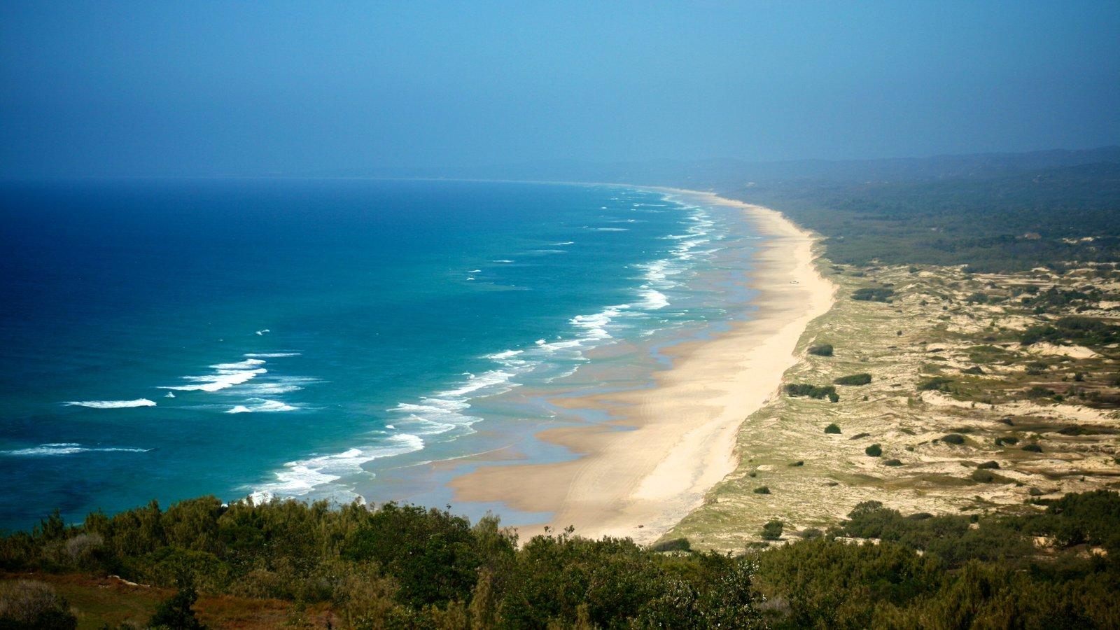 Parque nacional de Isla Moreton ofreciendo una playa de arena y vistas de paisajes