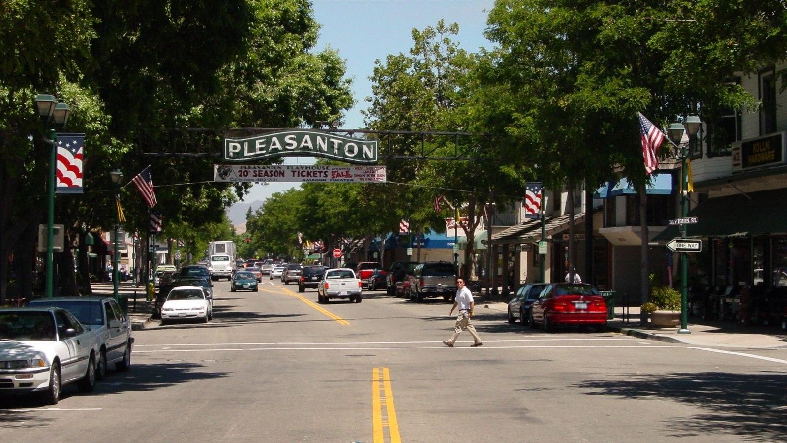Pleasanton que inclui sinalização, cenas de rua e uma cidade