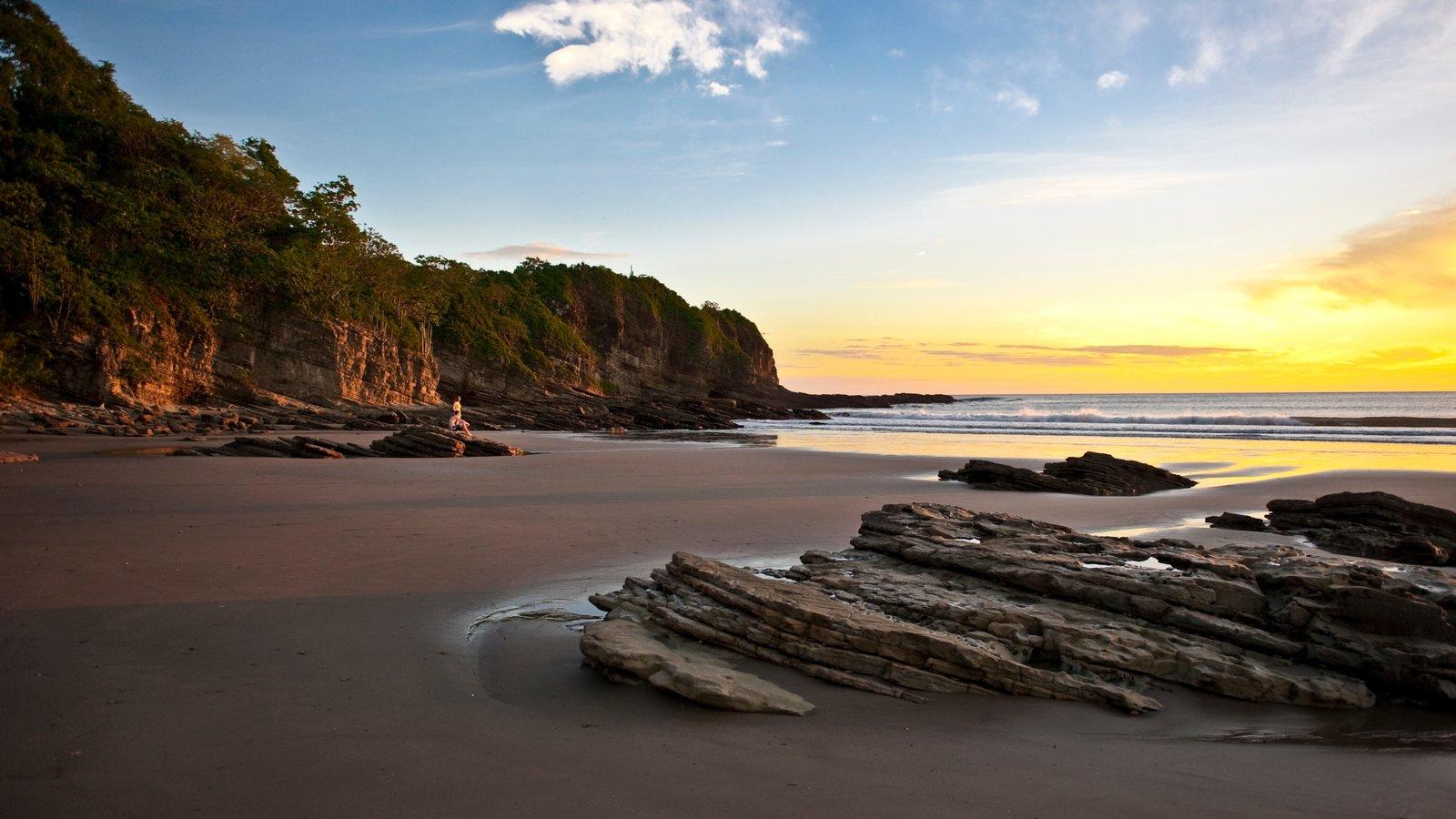 Nicaragua ofreciendo vistas de paisajes, una puesta de sol y una playa