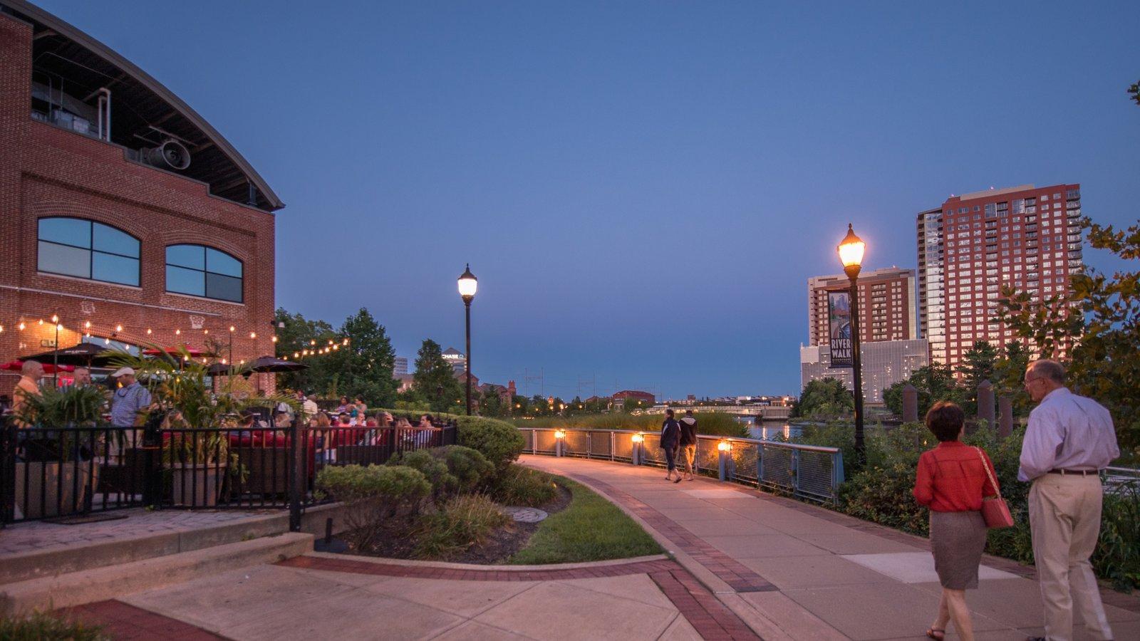 Wilmington mostrando escenas nocturnas, salir a cenar y una ciudad