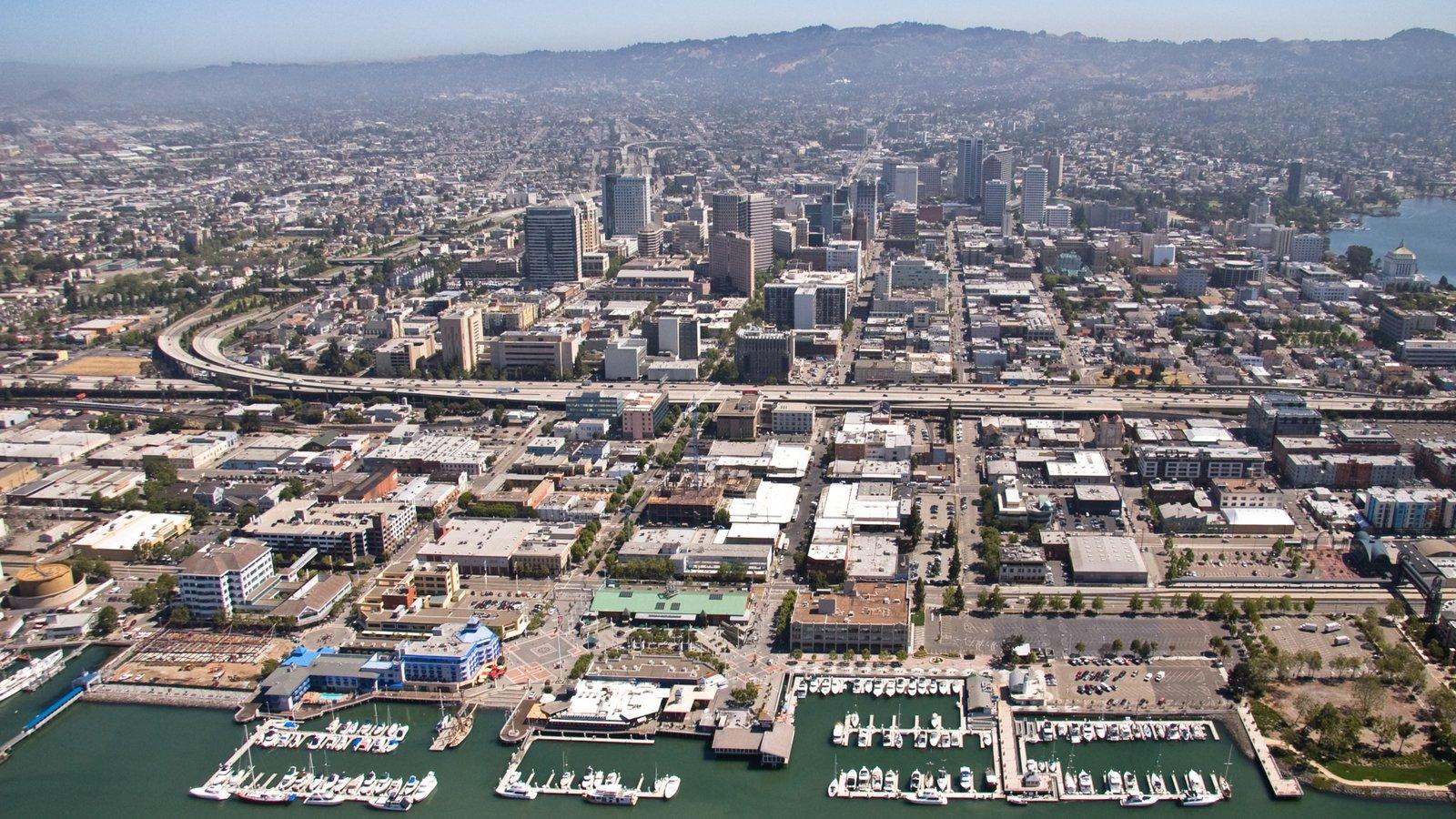 Oakland que inclui uma marina e uma cidade