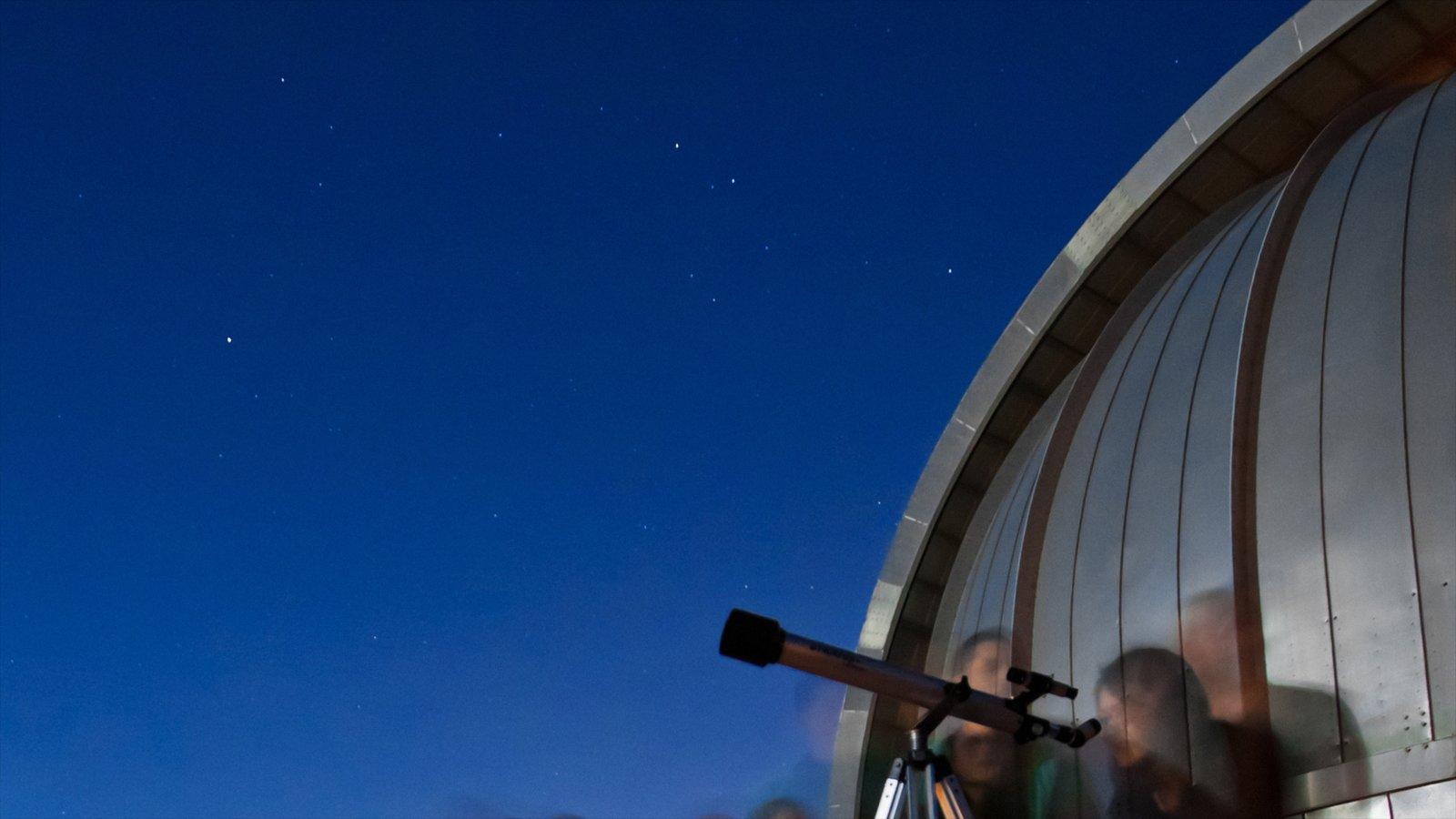 Chabot Space and Science Center que inclui cenas noturnas e um observatório